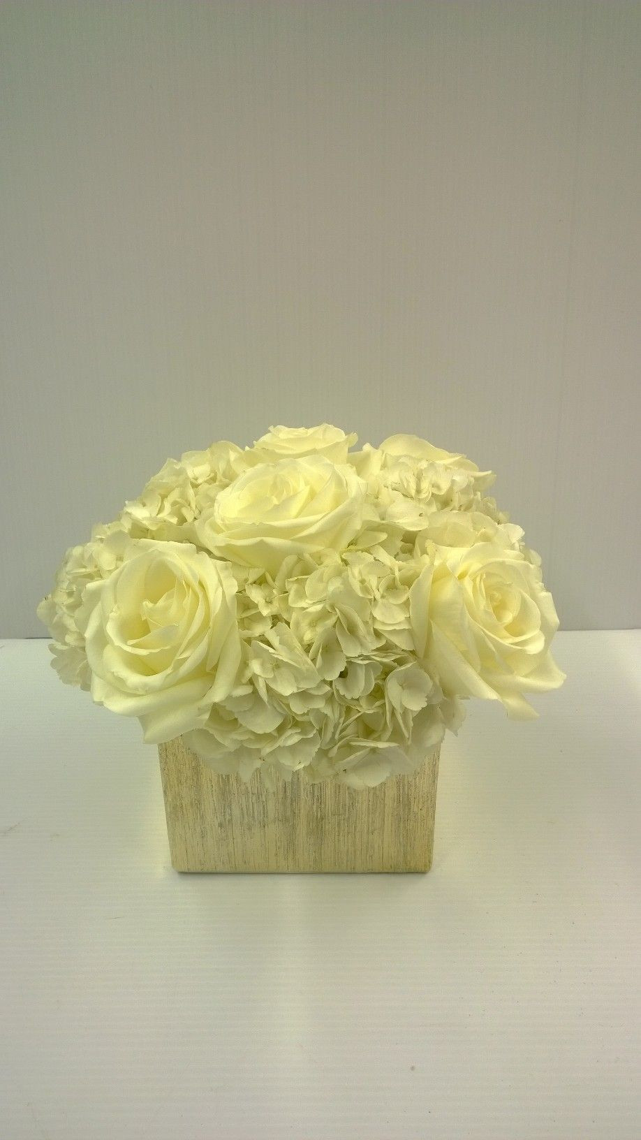 6 x 6 glass cylinder vase of gold vase centerpiece gold ceramic cube with 3 white hydrangeas pertaining to gold vase centerpiece gold ceramic cube with 3 white hydrangeas and 6 white open roses