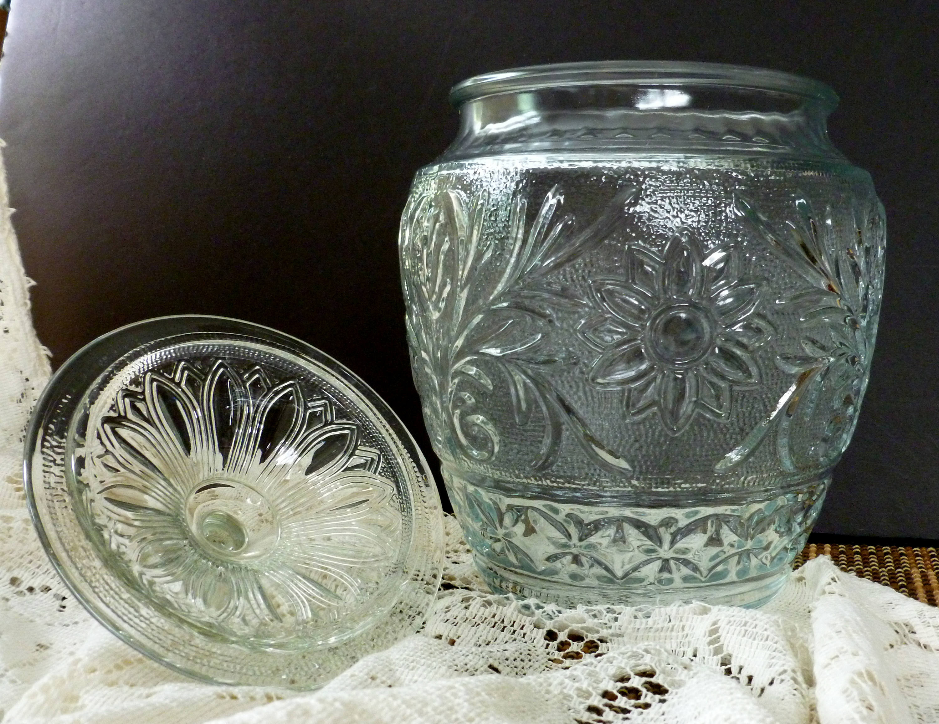 "anchor hocking glass vases of anchor hocking sandwich glass cookie jar with ball lid etsy with dŸ""Žpowia™ksz"
