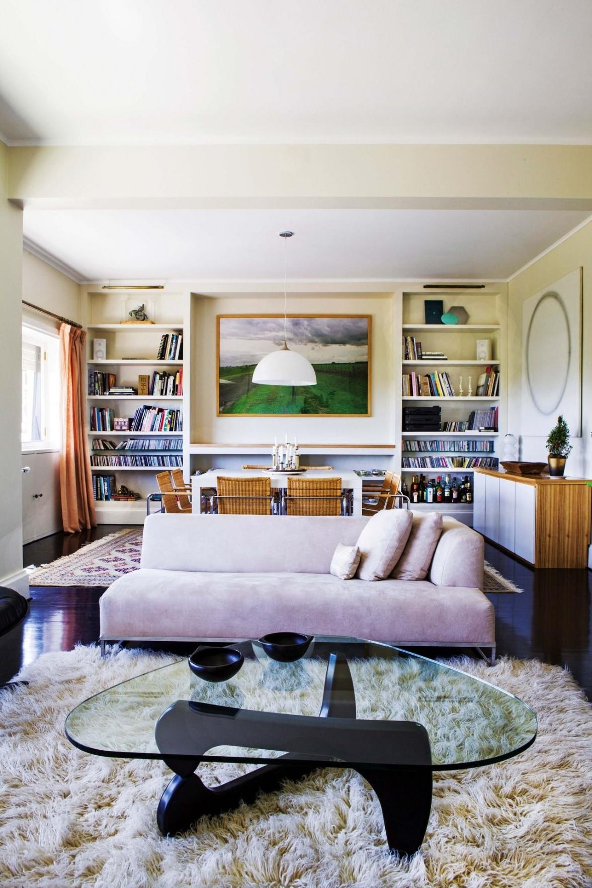 bases de vidrio para centros de mesa of centros de mesa modernos para casa psicologiaymediacion inside living moderno en colores tenues en la casa de la galerista orly benzacar en el