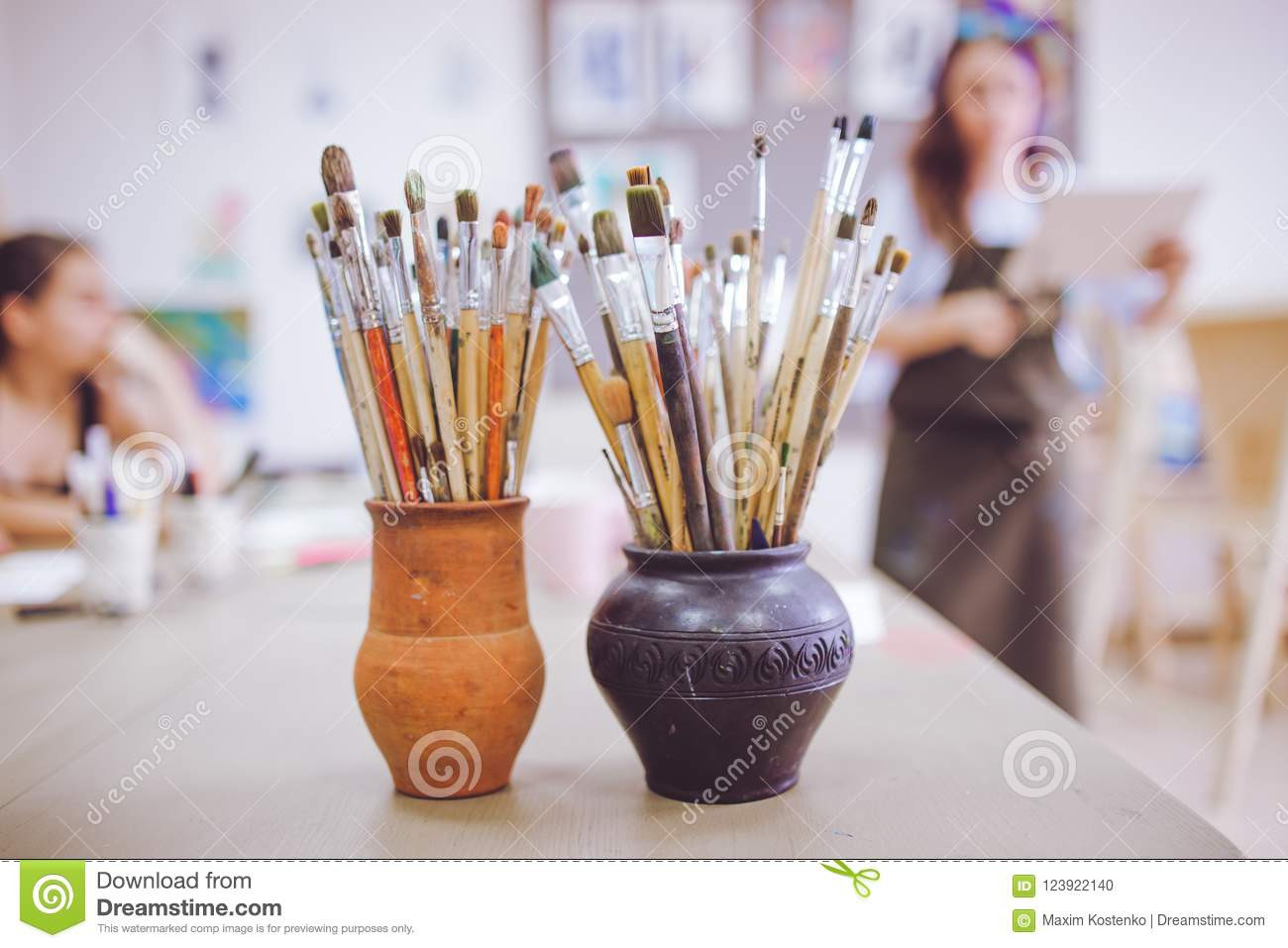 Black Floor Standing Vase Of A Bunch Of Art Brushes Standing In Ceramic Vases On the Table In Regarding Download A Bunch Of Art Brushes Standing In Ceramic Vases On the Table In the