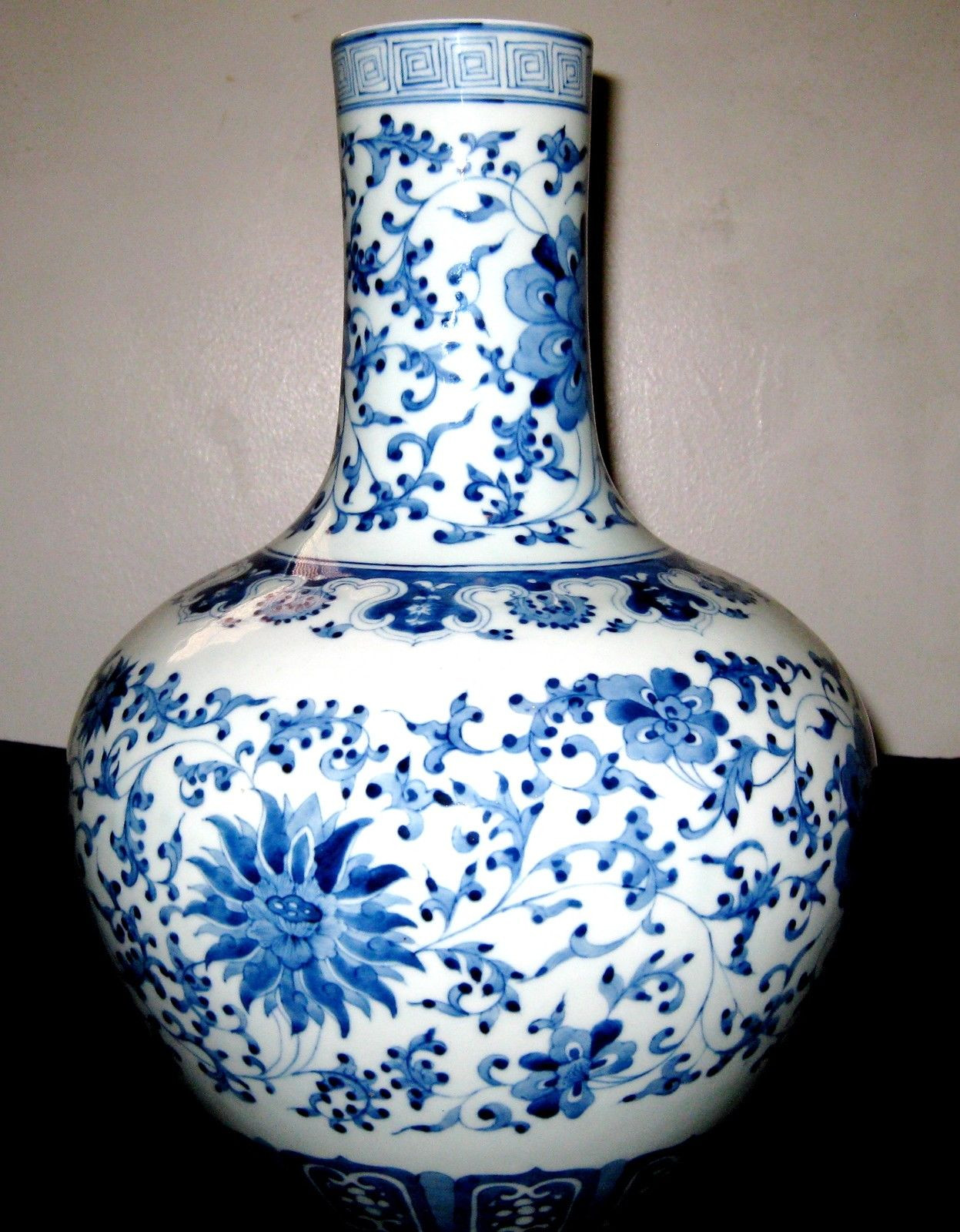 blue and white chinese vases antique of chinese vases blue and white vase and cellar image avorcor com in antique chinese blue white lotus meiping porcelain vase