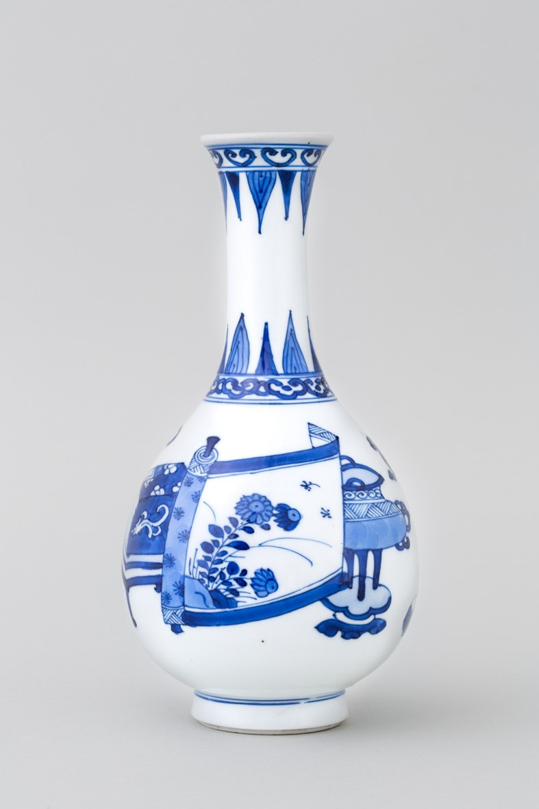 blue glass bottle vase of a chinese blue and white hundred antiques bottle vase kangxi pertaining to a chinese blue and white hundred antiques bottle vase