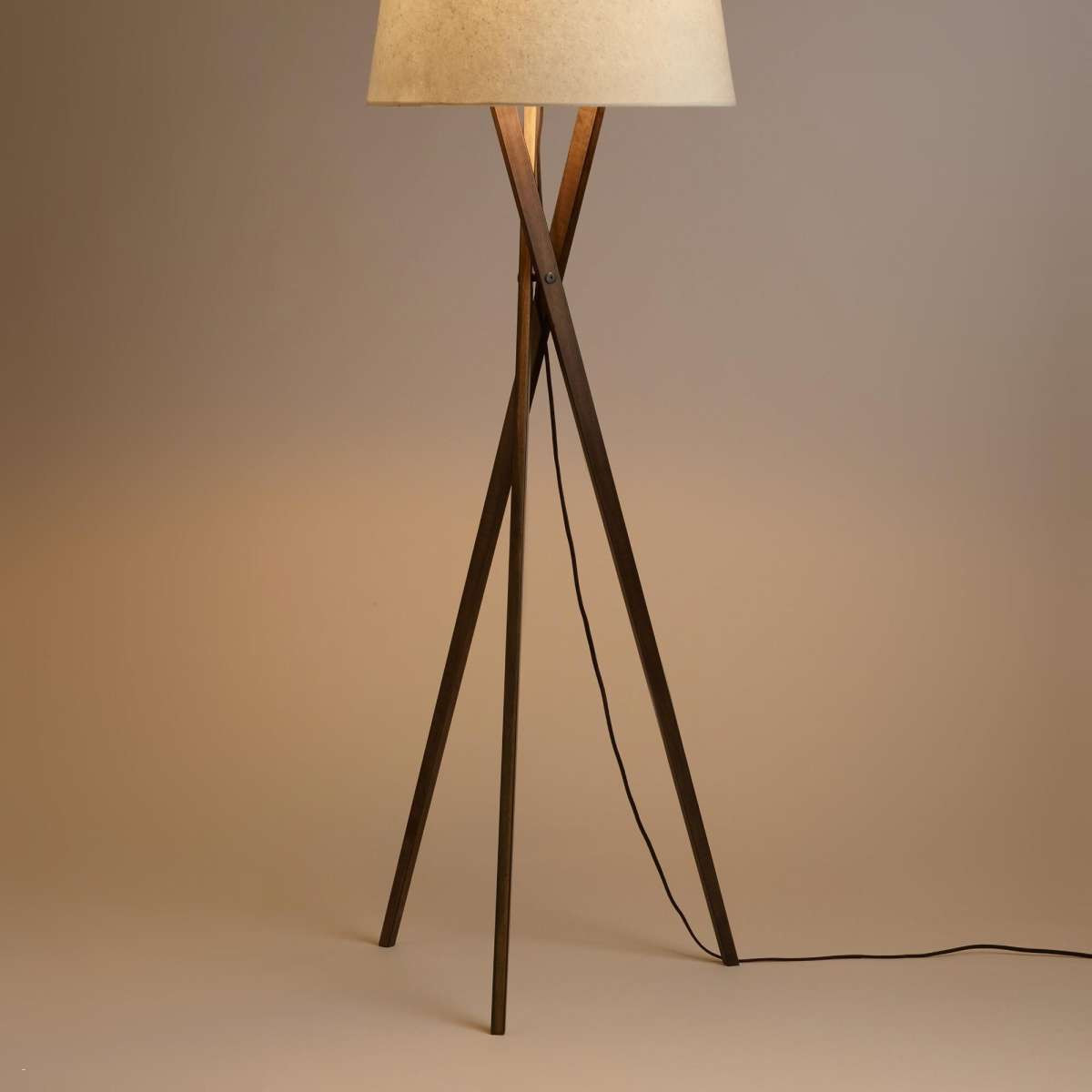 distressed floor vase of wooden floor lamp to floor lamps adesso floor lamp astounding within wooden floor lamp before luxury wooden tripod lamp designsolutions usa