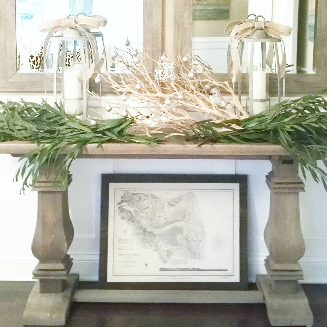 driftwood vase filler of chic beach houses decorating ideas for the holidays in 10 tropical greens 5a0a44f6beba3300372ee4b7