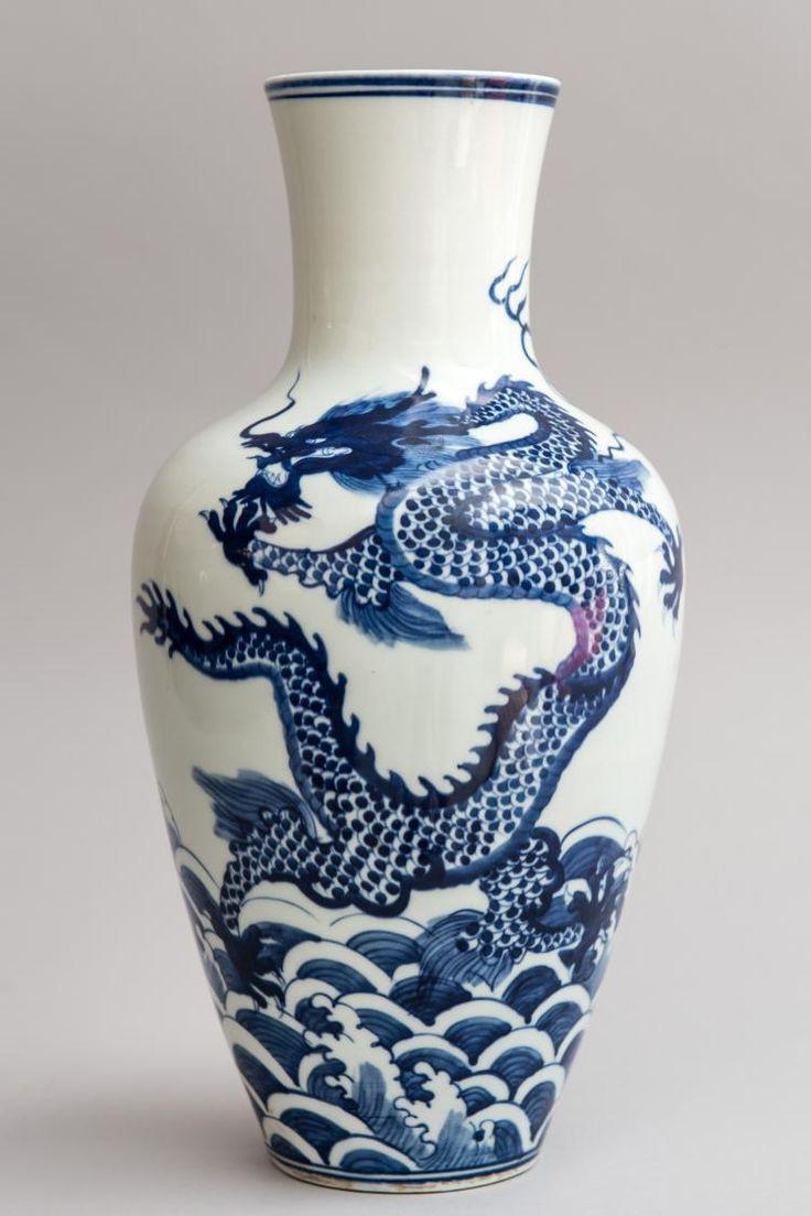 "expensive vases for sale of 196 best c""·a™¨ images on pinterest porcelain chinese ceramics and pertaining to vase en porcelaine dacora en bleu cobalt sous couverte dun dragon flottant au dessus"