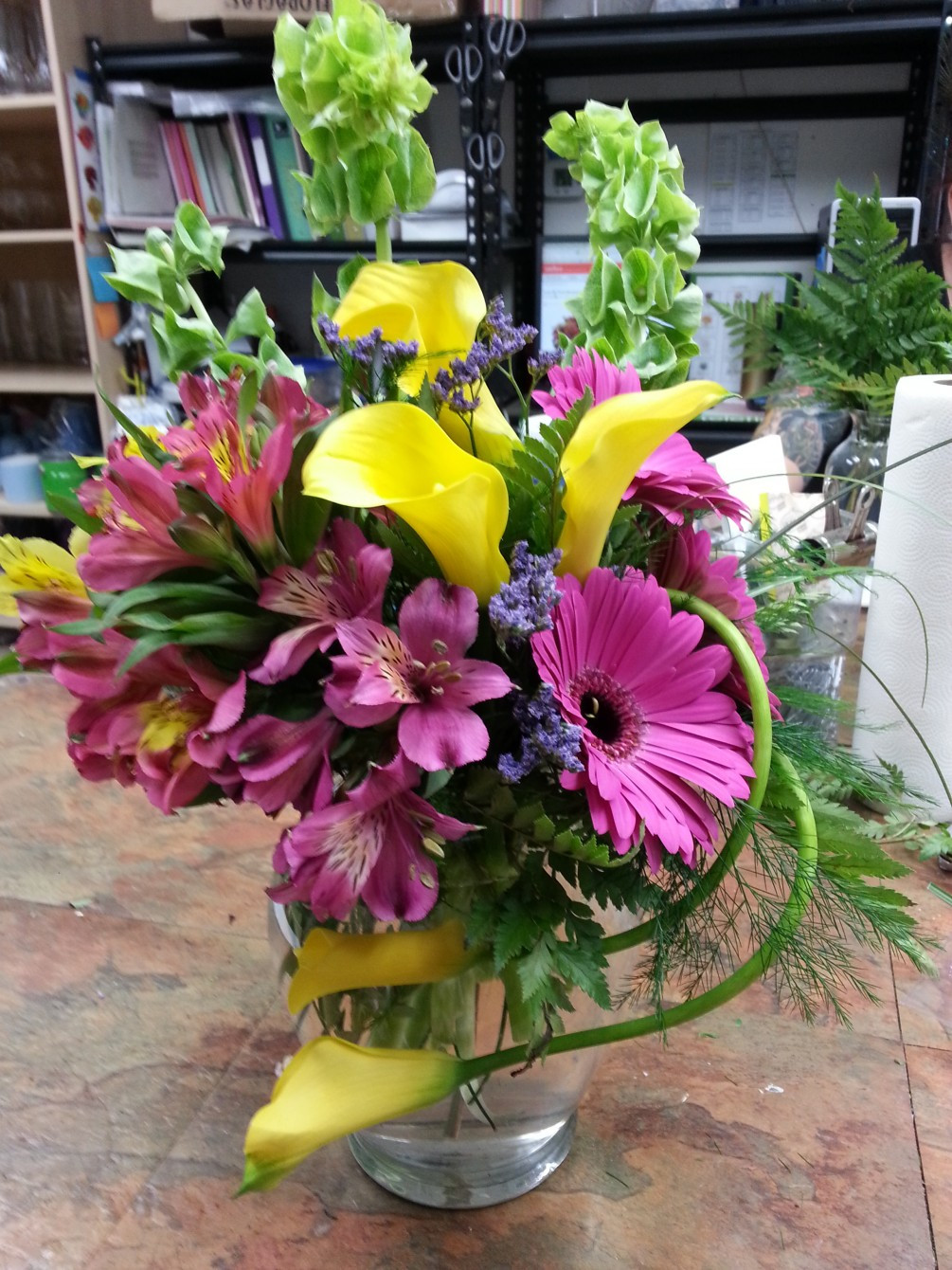 gerbera daisy in vase of curvy callas within this vase arrangement with yellow miniature calla lilies hot pink gerber daisies