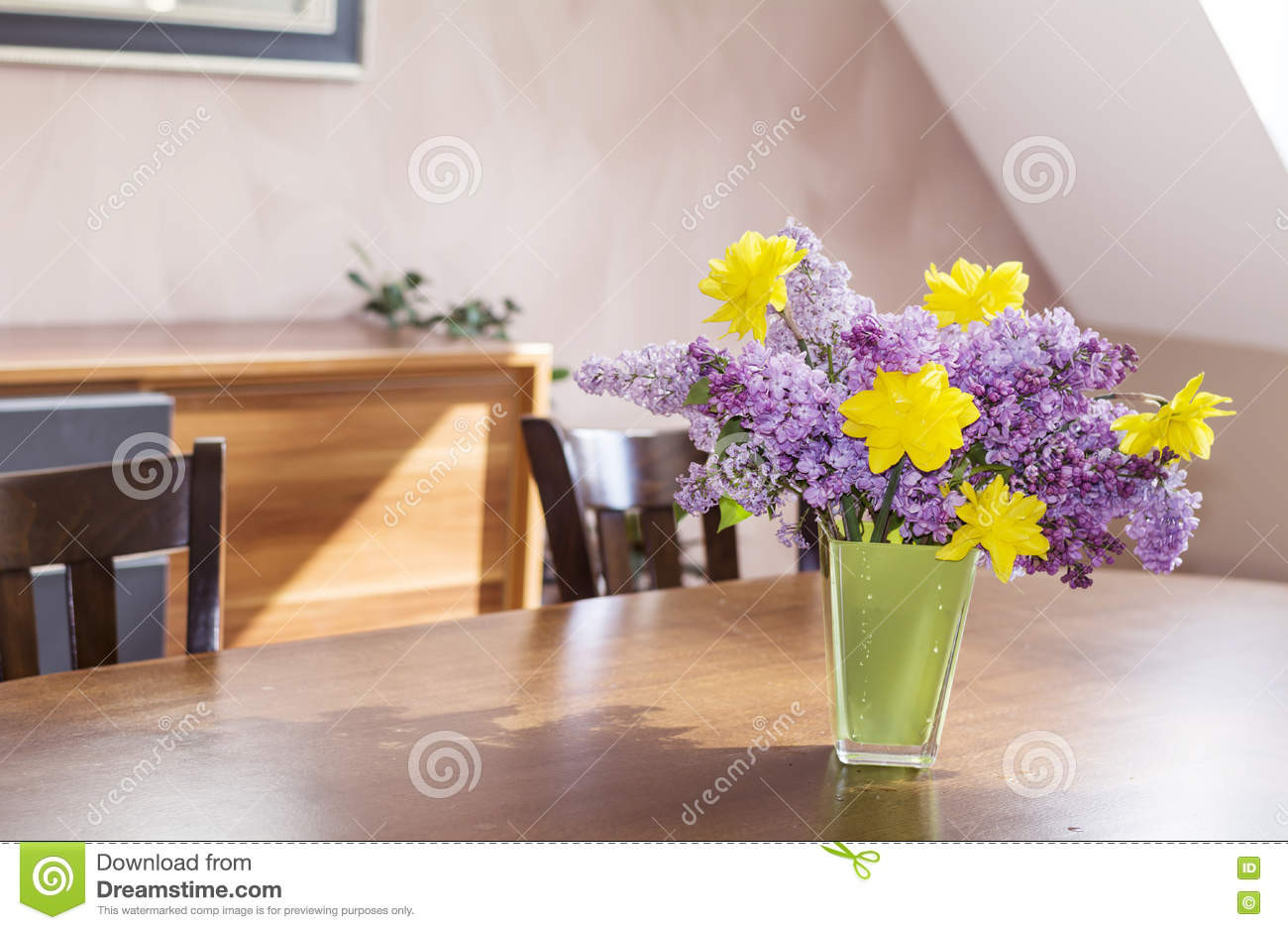 glass vase with iron stand of 10 best of wooden flower vase stand bogekompresorturkiye com regarding download yellow narcissus flowers and lilac in a green glass vase a wooden table stock