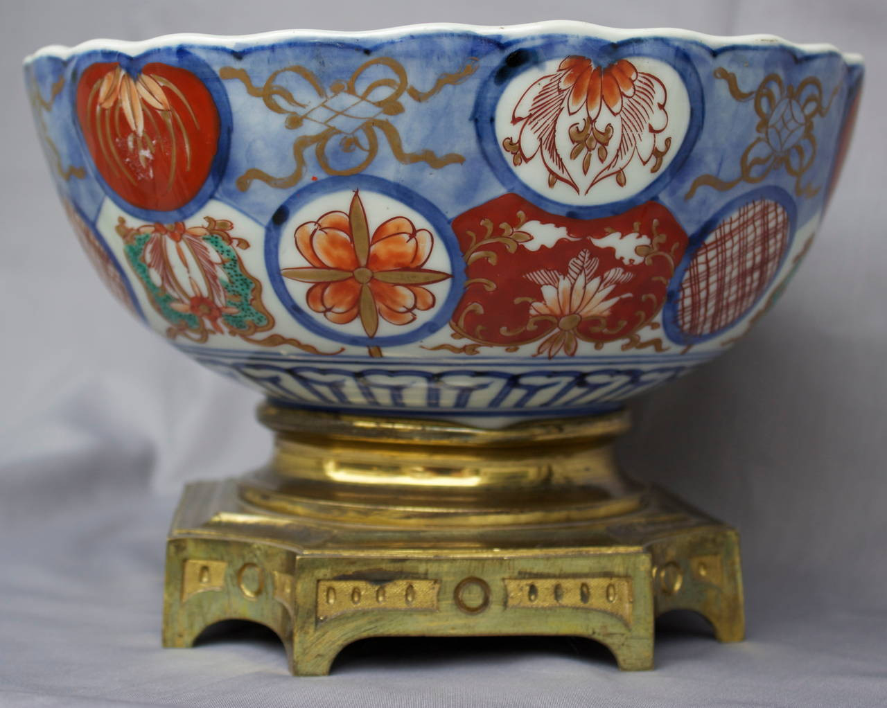 gold imari hand painted vase of imari porcelain bowl on a gilded bronze base at 1stdibs within imari porcelain bowl on a gilded bronze base for sale 1