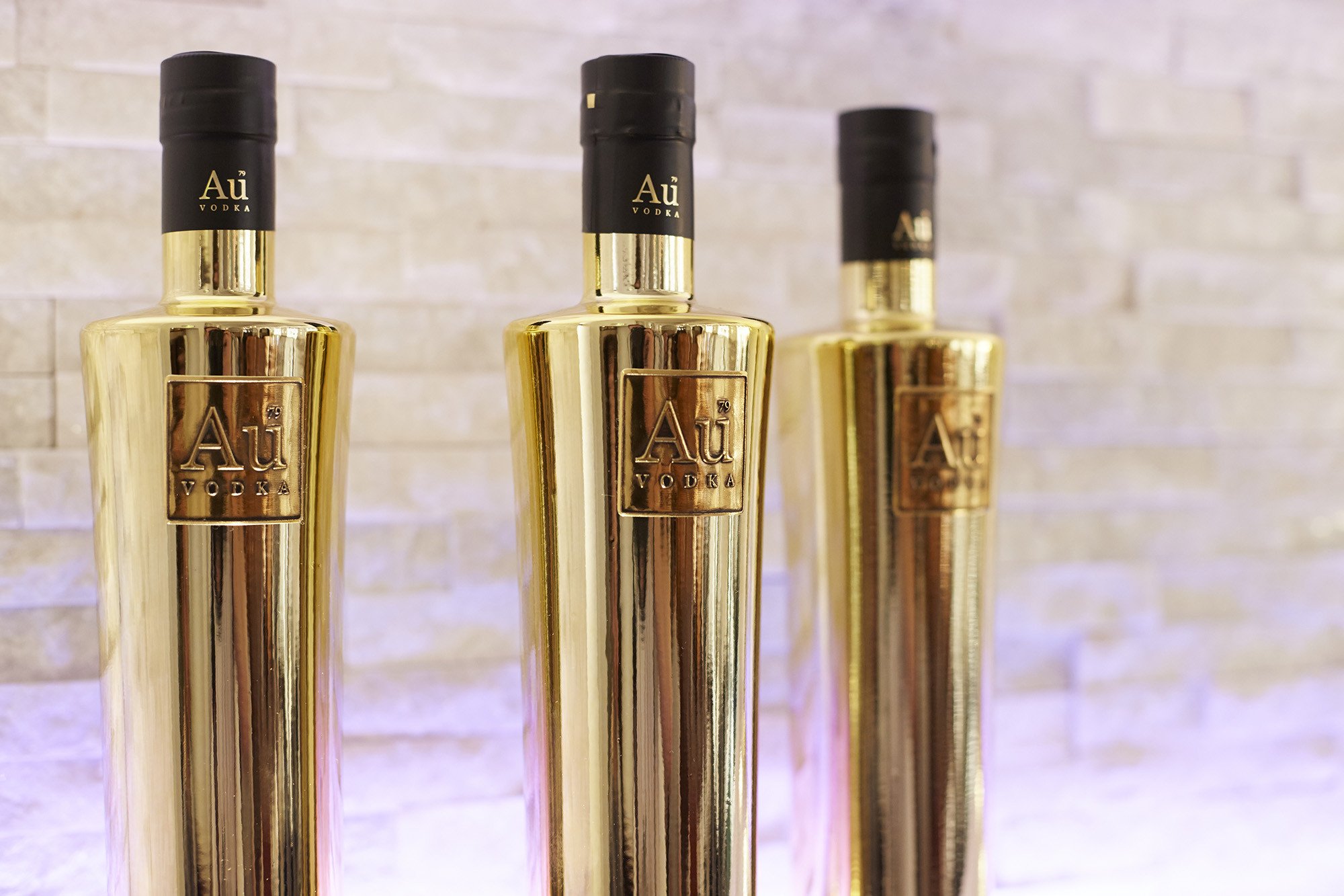 gold mint julep vases of pure gold au vodka shines brightly as newest addition to the with regard to share