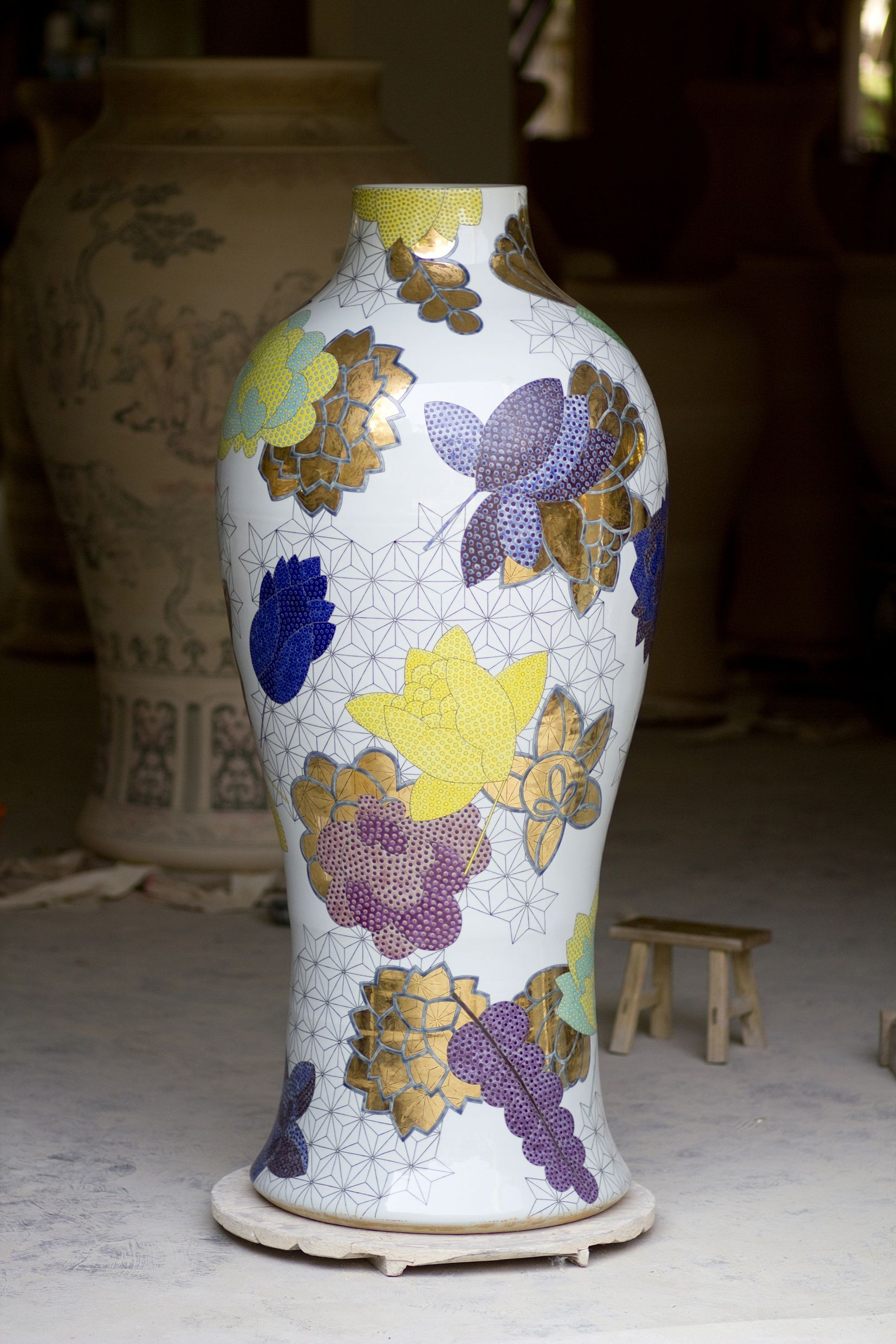 gold urn vase of adrian sassoon felicity aylieff fencai gold textures tones within adrian sassoon felicity aylieff fencai gold