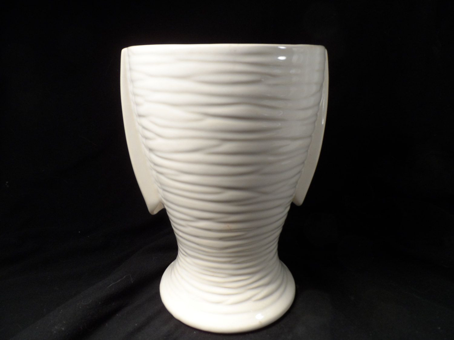 Hull Art Usa Vase Of Vintage Vase Scares Mccoy Usa Vase 1940s Art Deco Two Handle Ivory Intended for Vintage Vase Scares Mccoy Usa Vase 1940s Art Deco Two Handle Ivory Matt Glaze Finish Tall White Pottery Vase