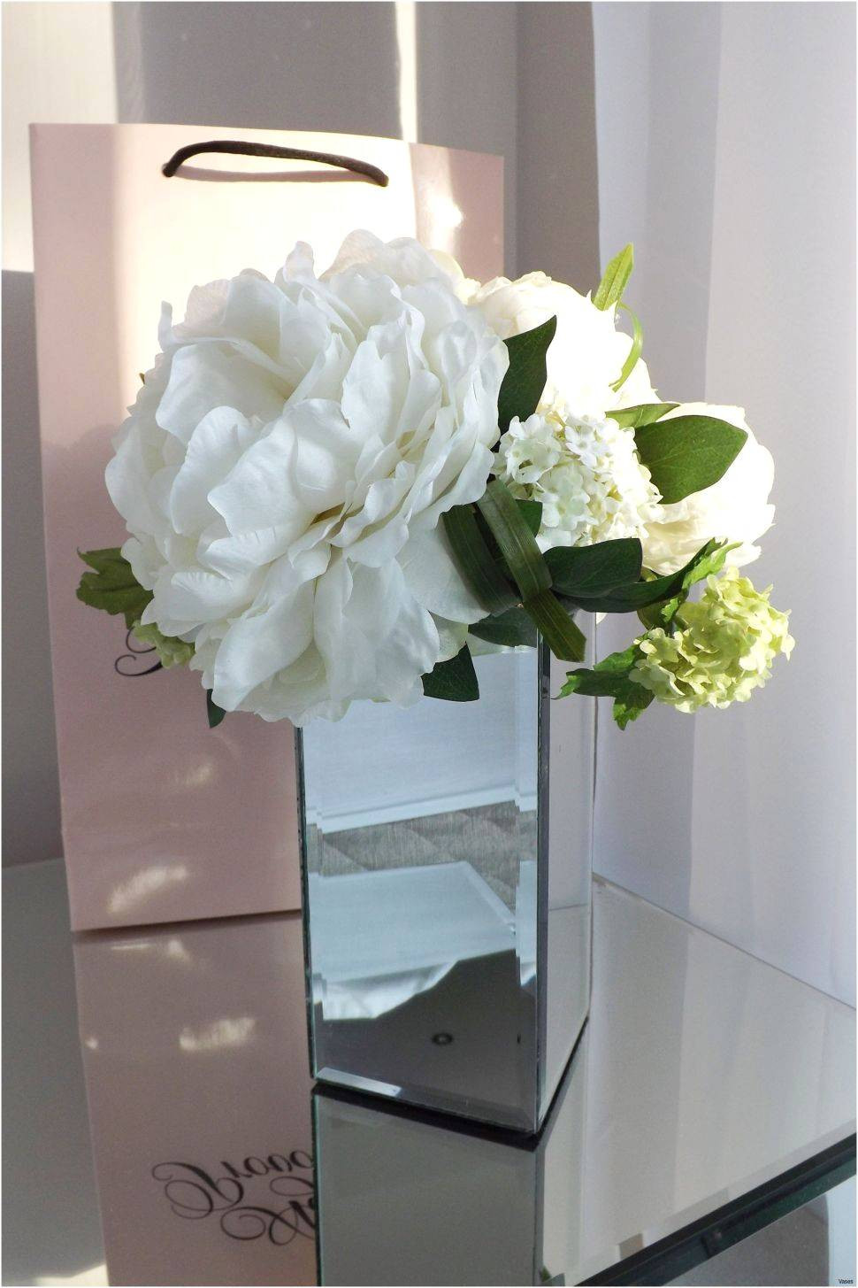25 Wonderful Hydrangea Centerpieces In Square Vases