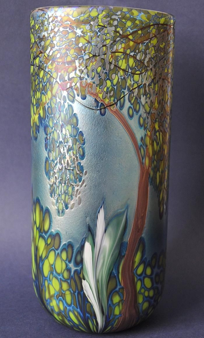 17 Stunning isle Of Wight Glass Vase