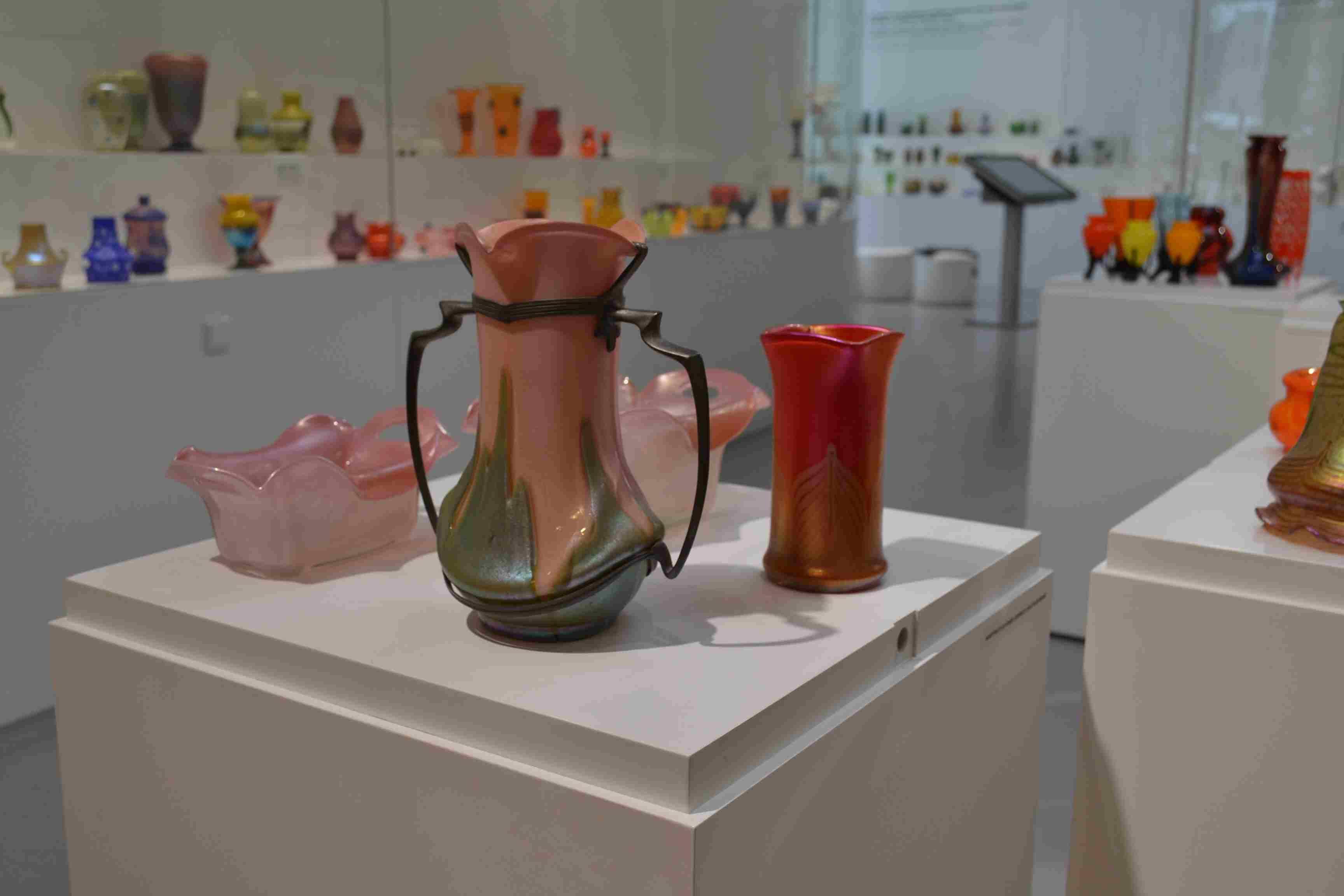 Kralik Glass Vase Of Va½stava Barevna Hry Skla Z Lenory V Klatovskam Pavilonu Skla with Pask Va½stava Lenorskaho Skla