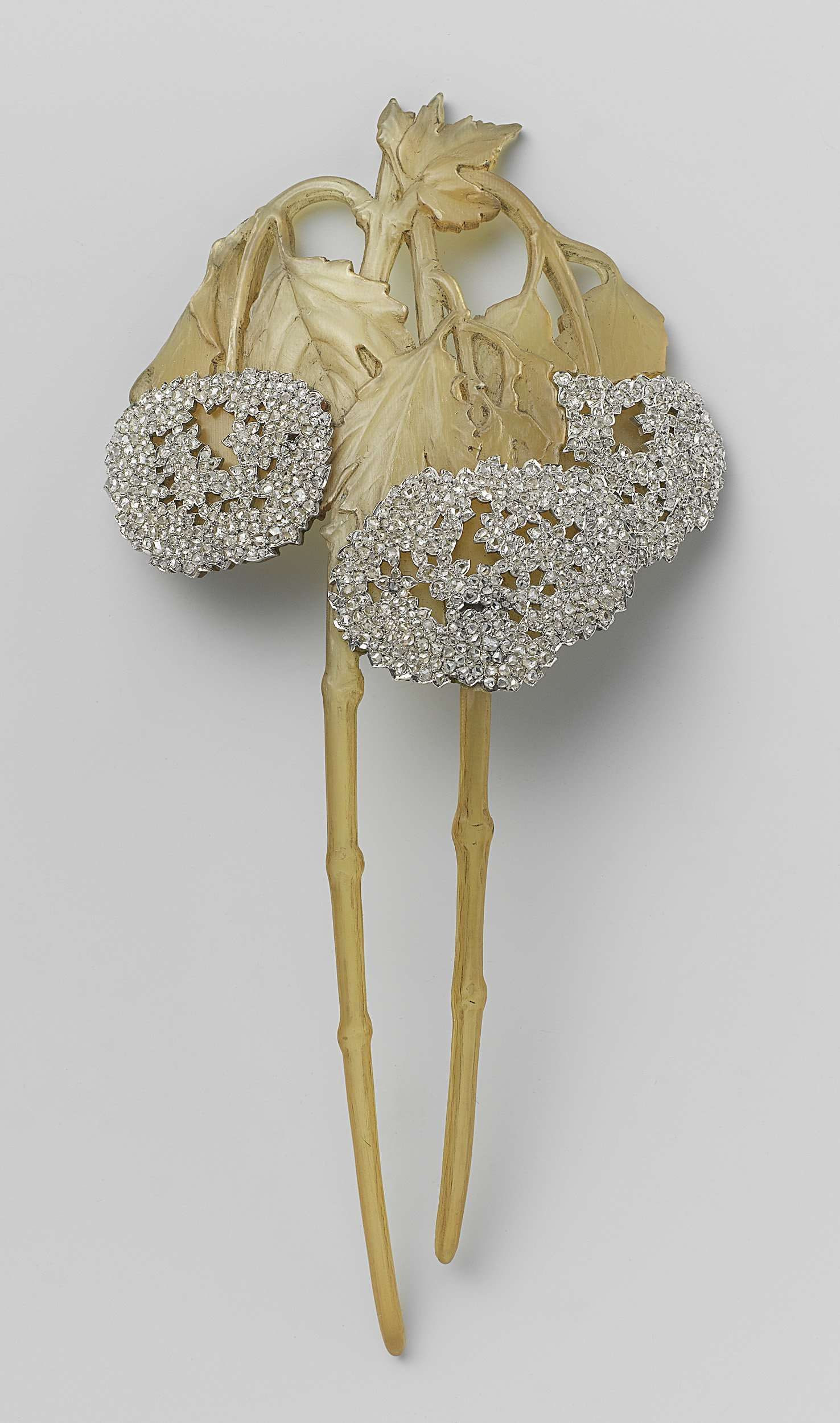 lalique dampierre bird vase of hair comb in the form of two branches of a shrub snowball rena inside hair comb in the form of two branches of a shrub snowball rena lalique c 1902 c 1903 hair jewel in the shape of two viburnum branches