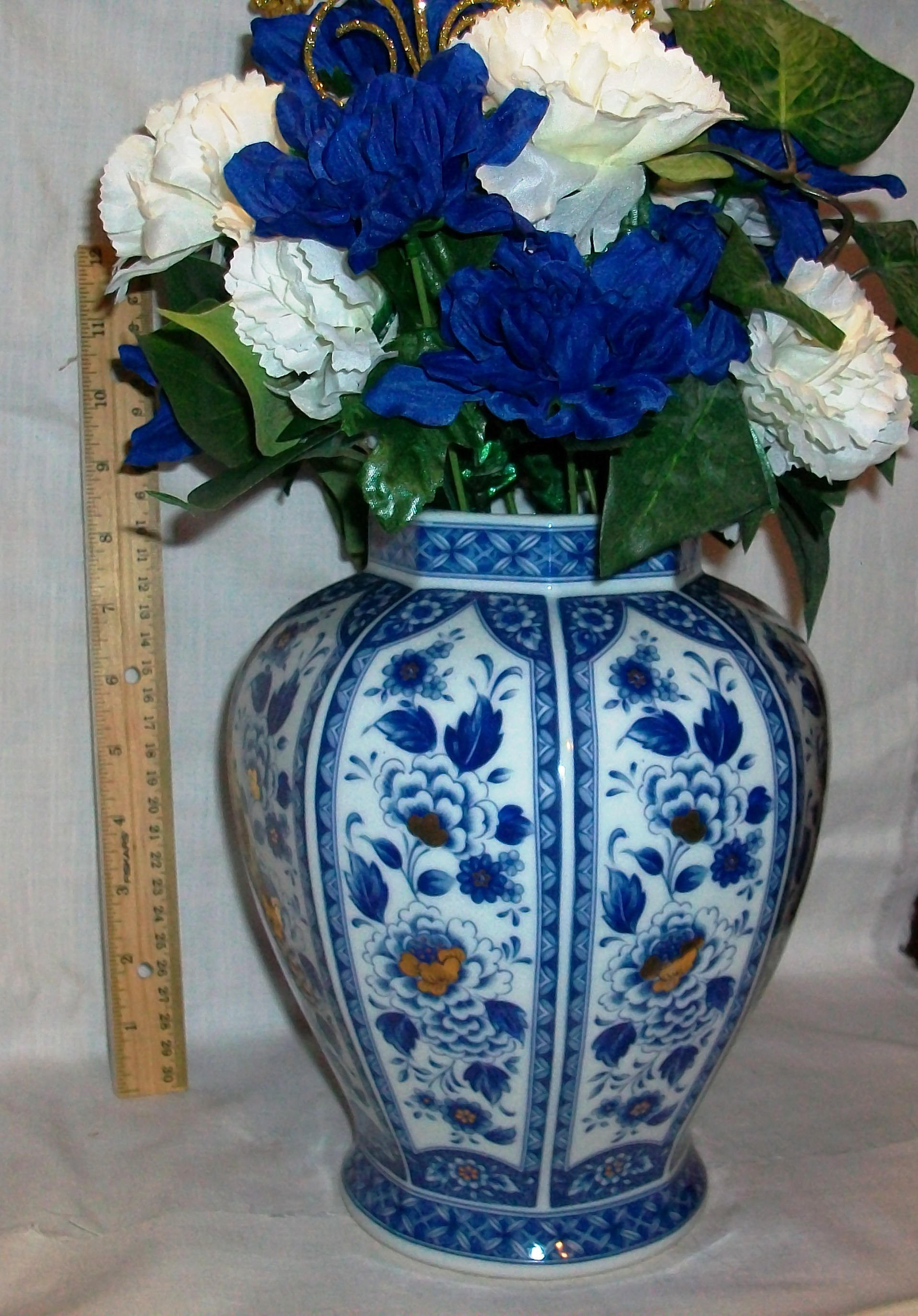large cobalt blue vase of dark blue vase collection cobalt blue living room cobalt blue vases inside dark blue vase stock listing 128 is an asian hand painted blue and gold vase of