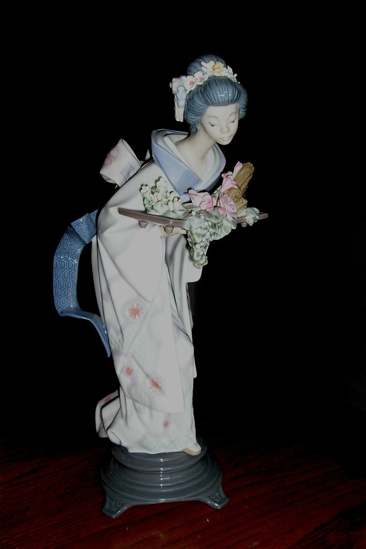 Lladro Vase Flowers Of 22 Best Its Just so Pretty Images On Pinterest Figurines Art within Lladro Graceful Offering Figurine
