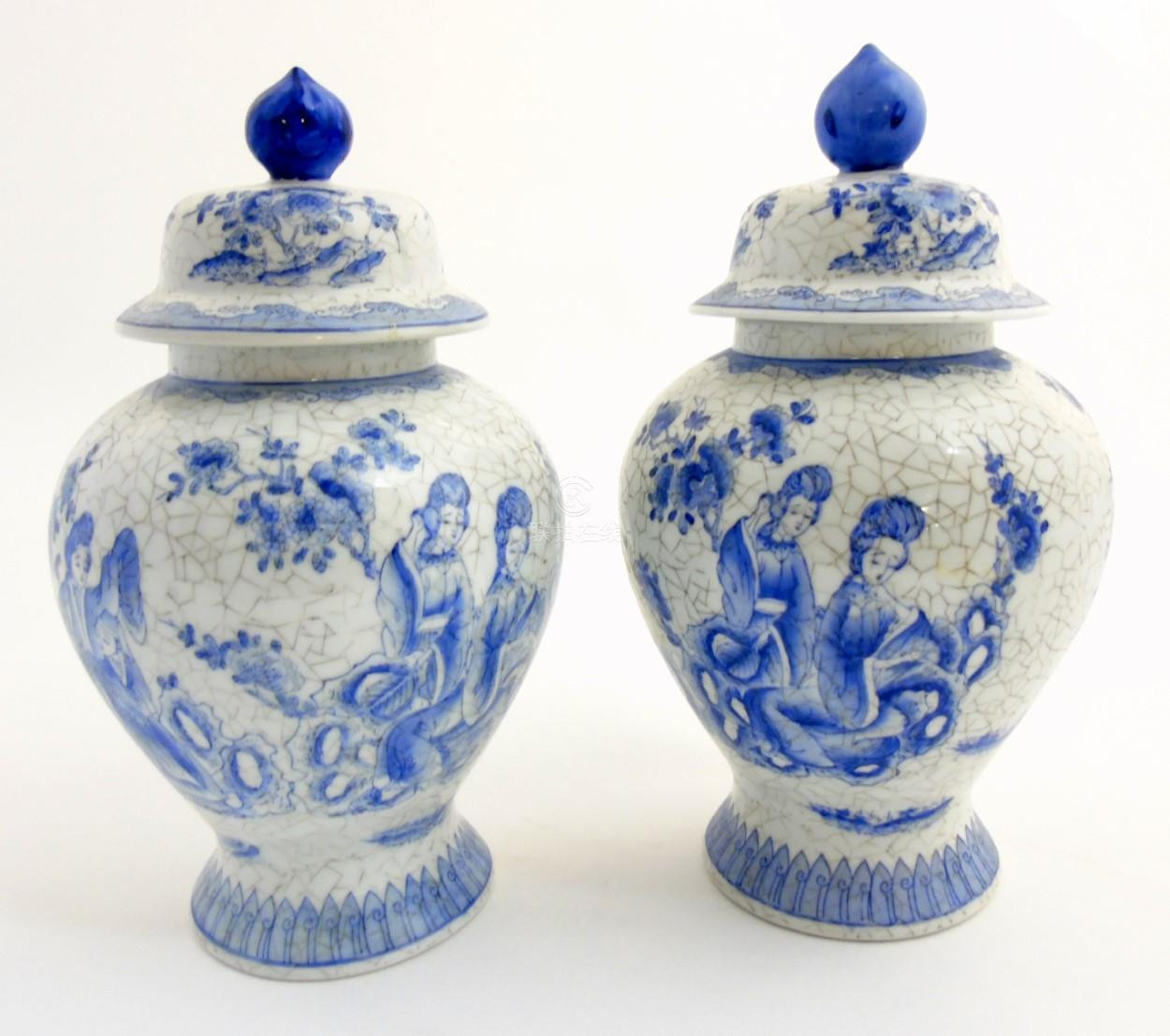 Maitland Smith Porcelain Vase Of 51bidlive A Pair Of Maitland Smith Blue and White oriental Lidded In A Pair Of Maitland Smith Blue and White oriental Lidded Vases with Craquelure Style Decoration