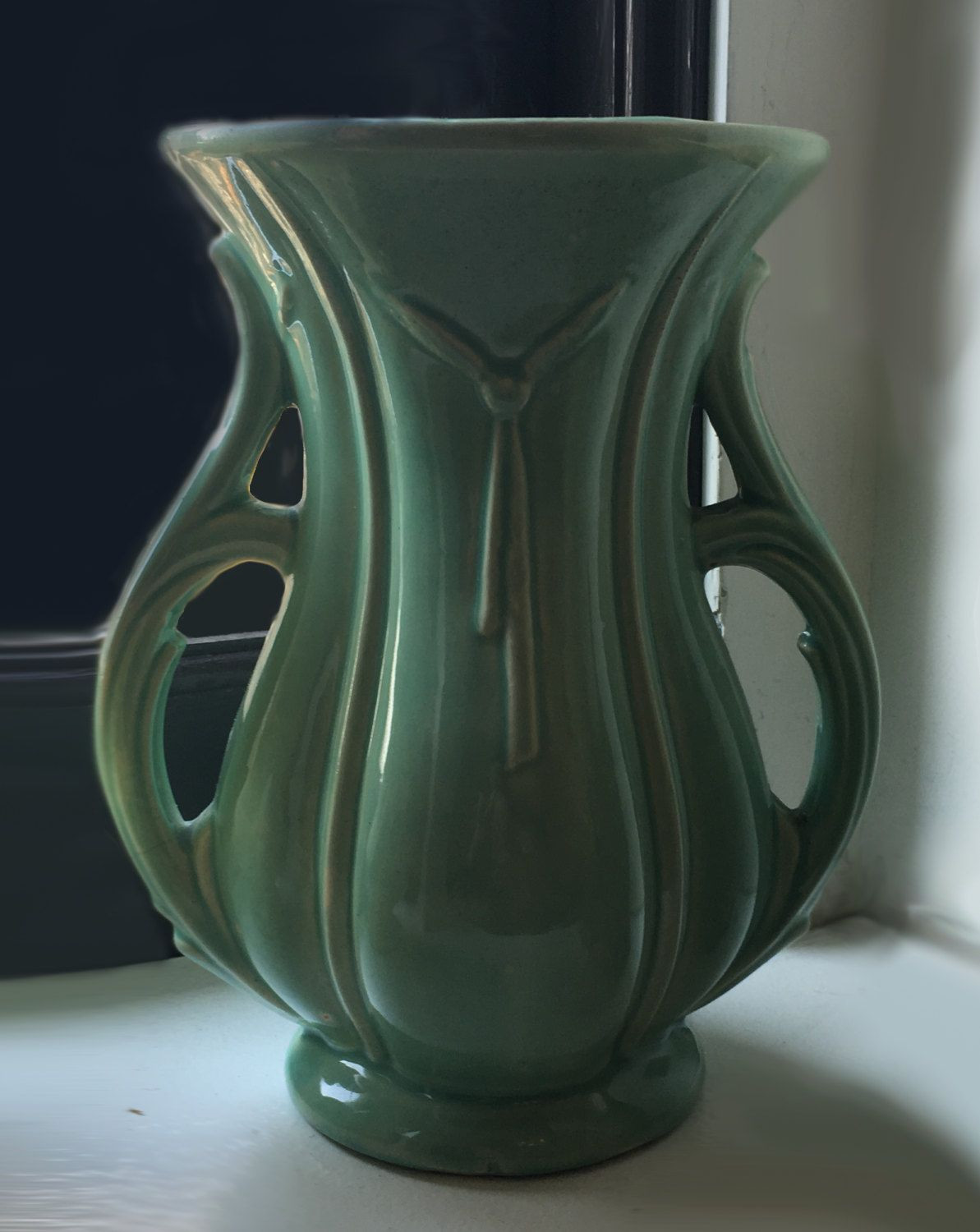 24 attractive Mccoy Pottery Green Vase