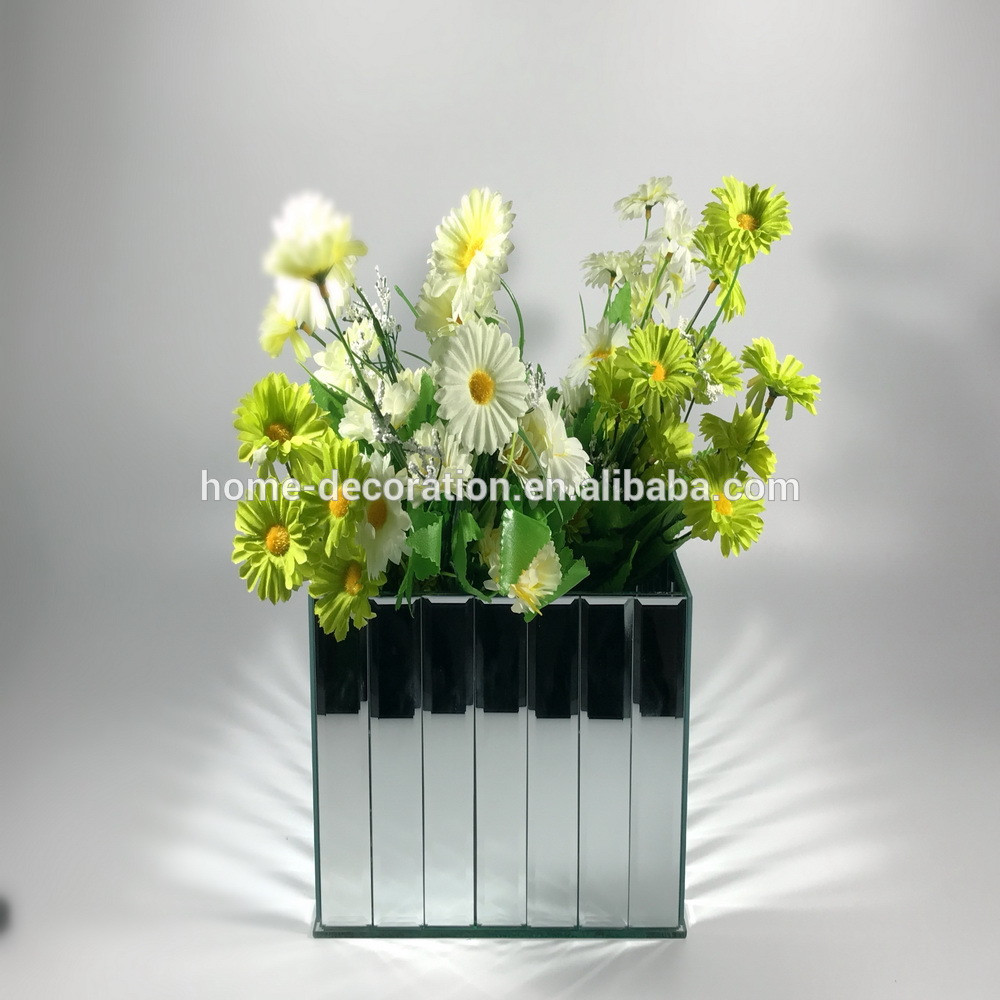 11 Cute Miniature Glass Vases wholesale