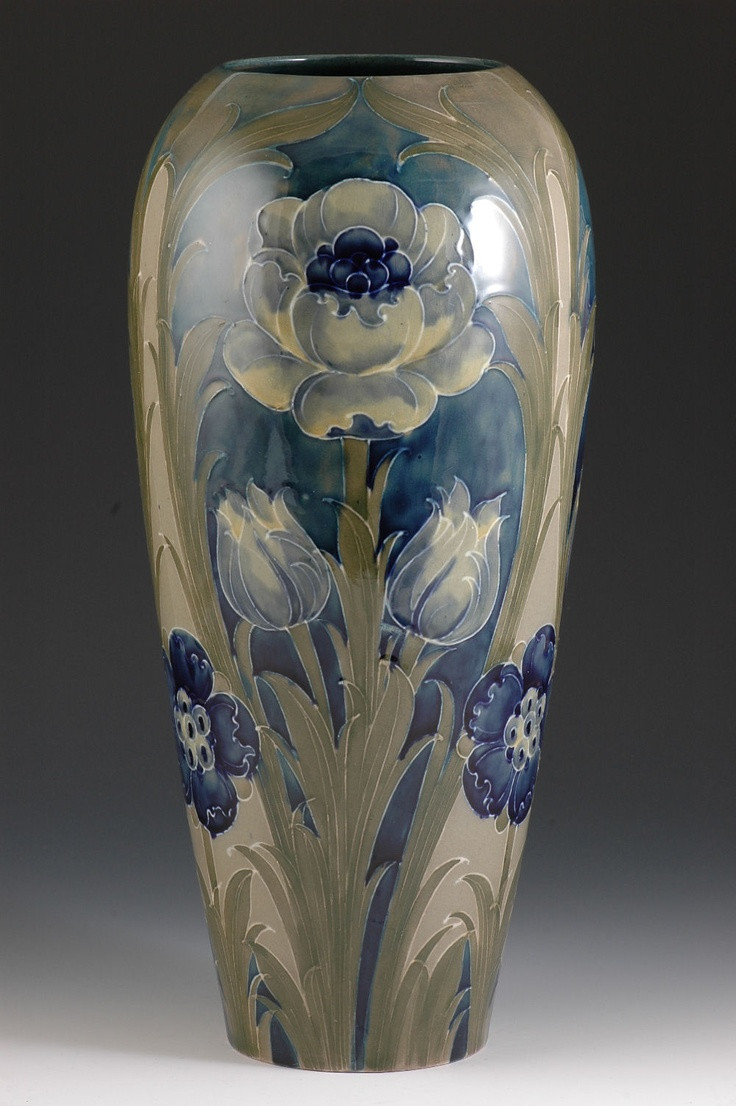 multi face vase of 319 best art pottery images on pinterest flower vases porcelain intended for andrew muir clarice cliff art deco pottery moorcroft and 20th century ceramics dealermassive