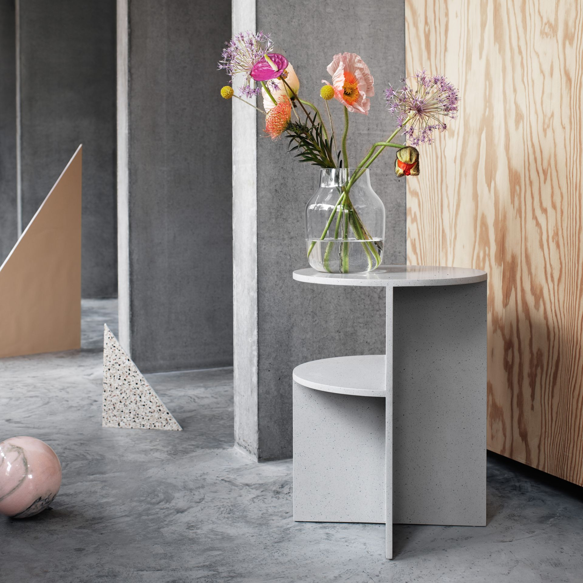 muuto elevated vase of wishlist floral before after inside silent vase clear cena 4 35000 din muuto