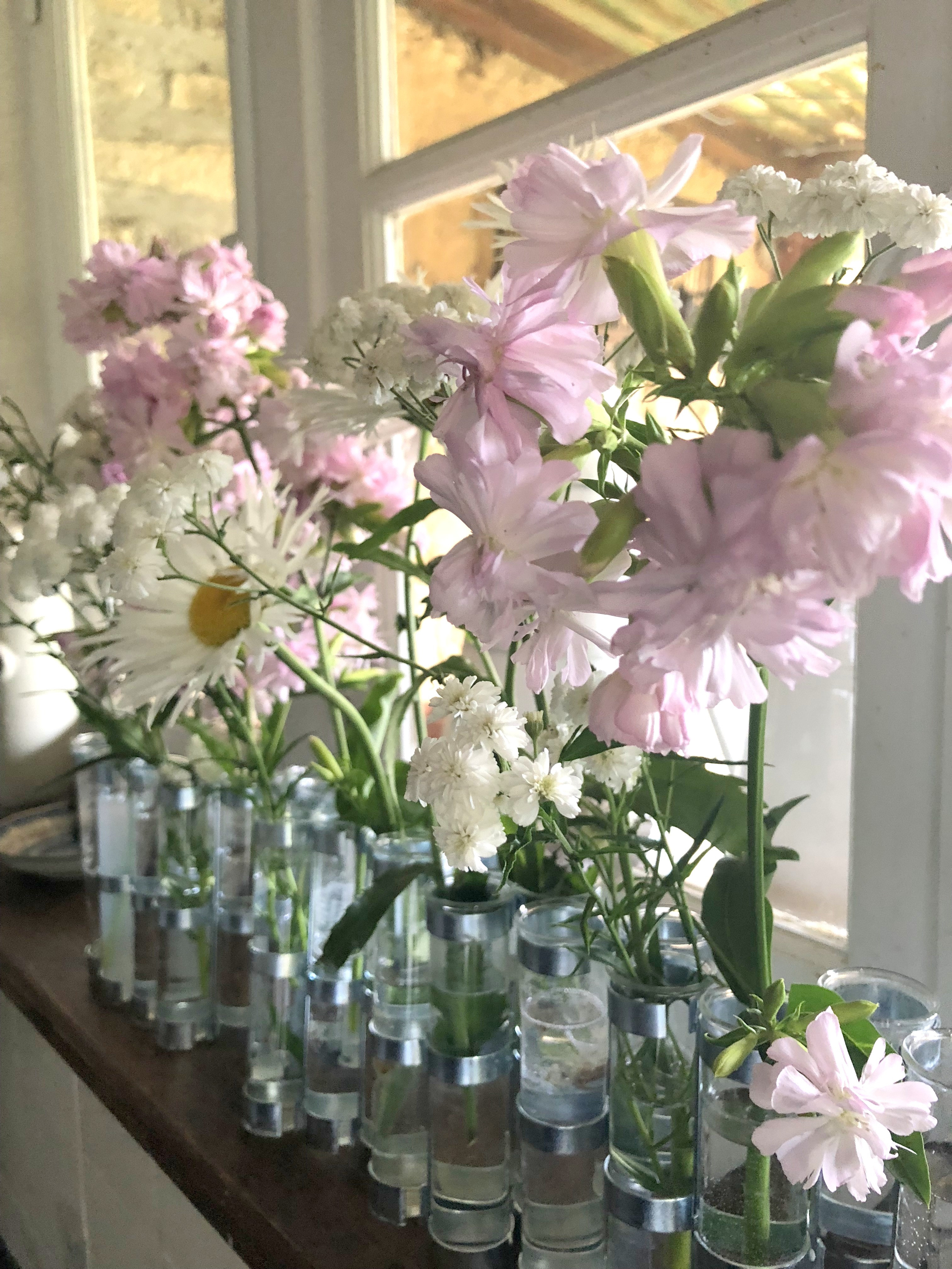 ralph lauren sloane vase of the simple sophisticate intelligent living paired with signature style for sharon santoni demonstrated this idea beautifully in her guest cottage this summer and