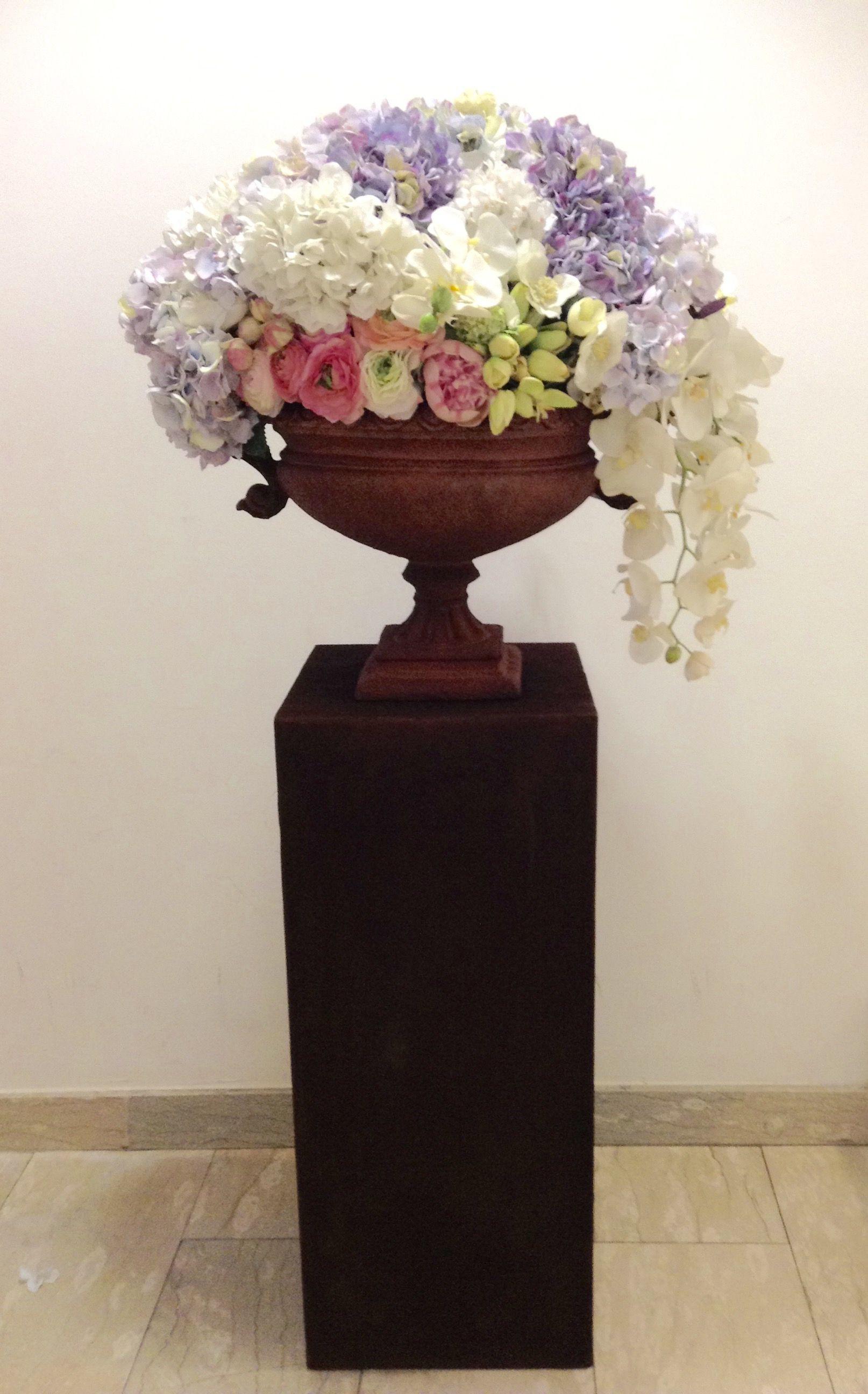 roseville pottery vases value of pics of pedestal flower vase vases artificial plants collection regarding pedestal flower vase image rusty big urn on rusty pedestal of pics of pedestal flower vase