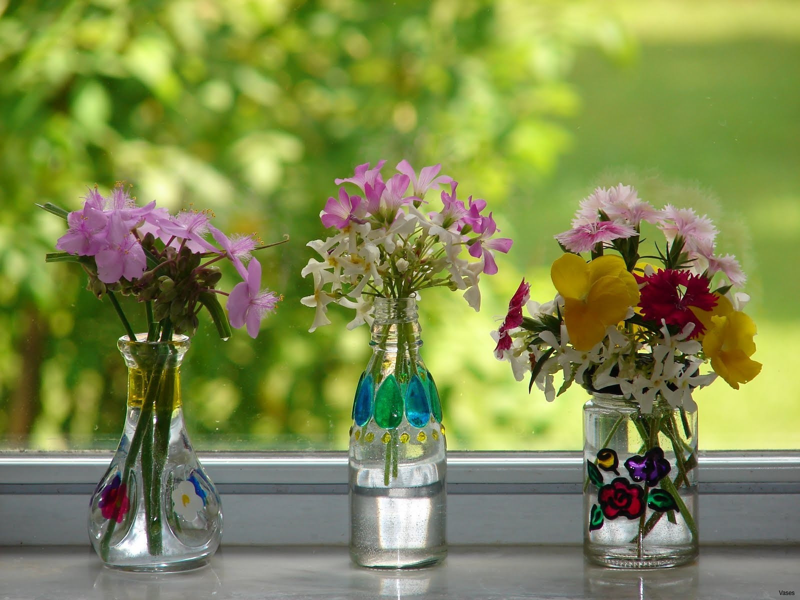 22 Recommended Small Vase Decorating Ideas