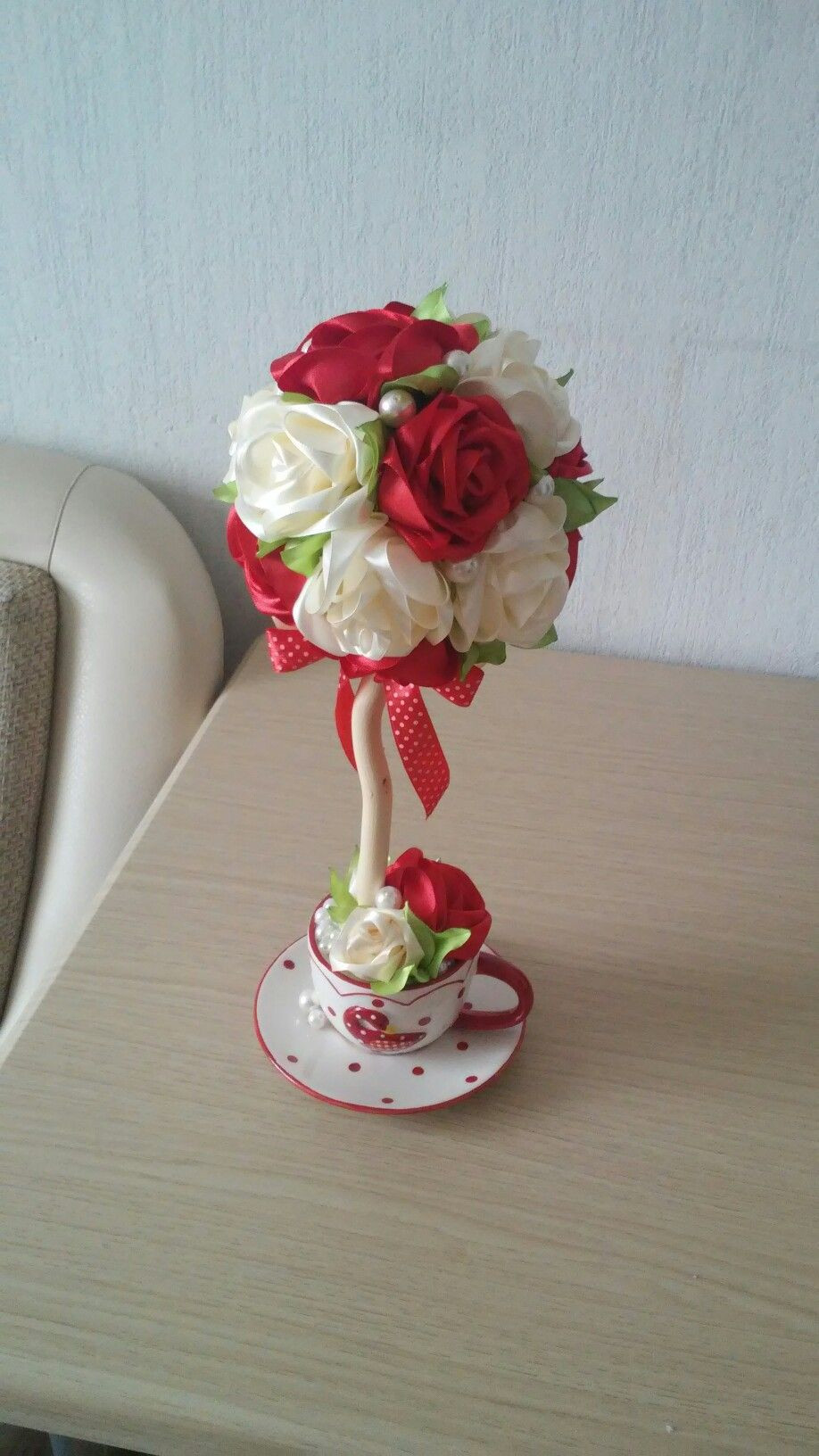 """vase of roses swarovski of pin by dddµd½d d""""n€nƒd·d¸do on d¢d¾dd¸dn€d¸d¹ pinterest with red wedding bouquetsred wedding flowerswhite roses weddingbridesmaid flowerswhite bouquetsred and white rosesfloral bouquetsred rosesred and white weddings"""
