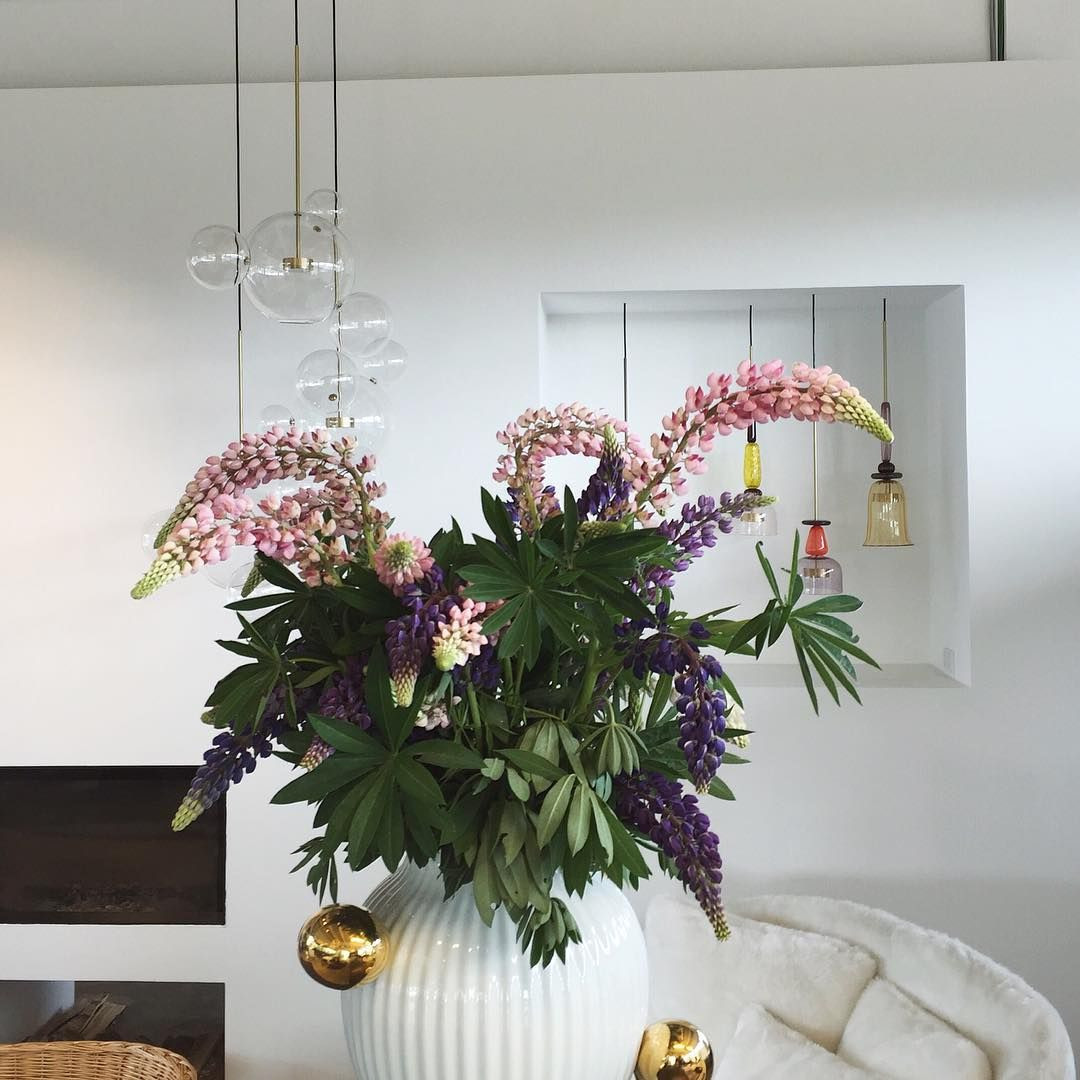 19 Famous Vase with Flowers and Lights