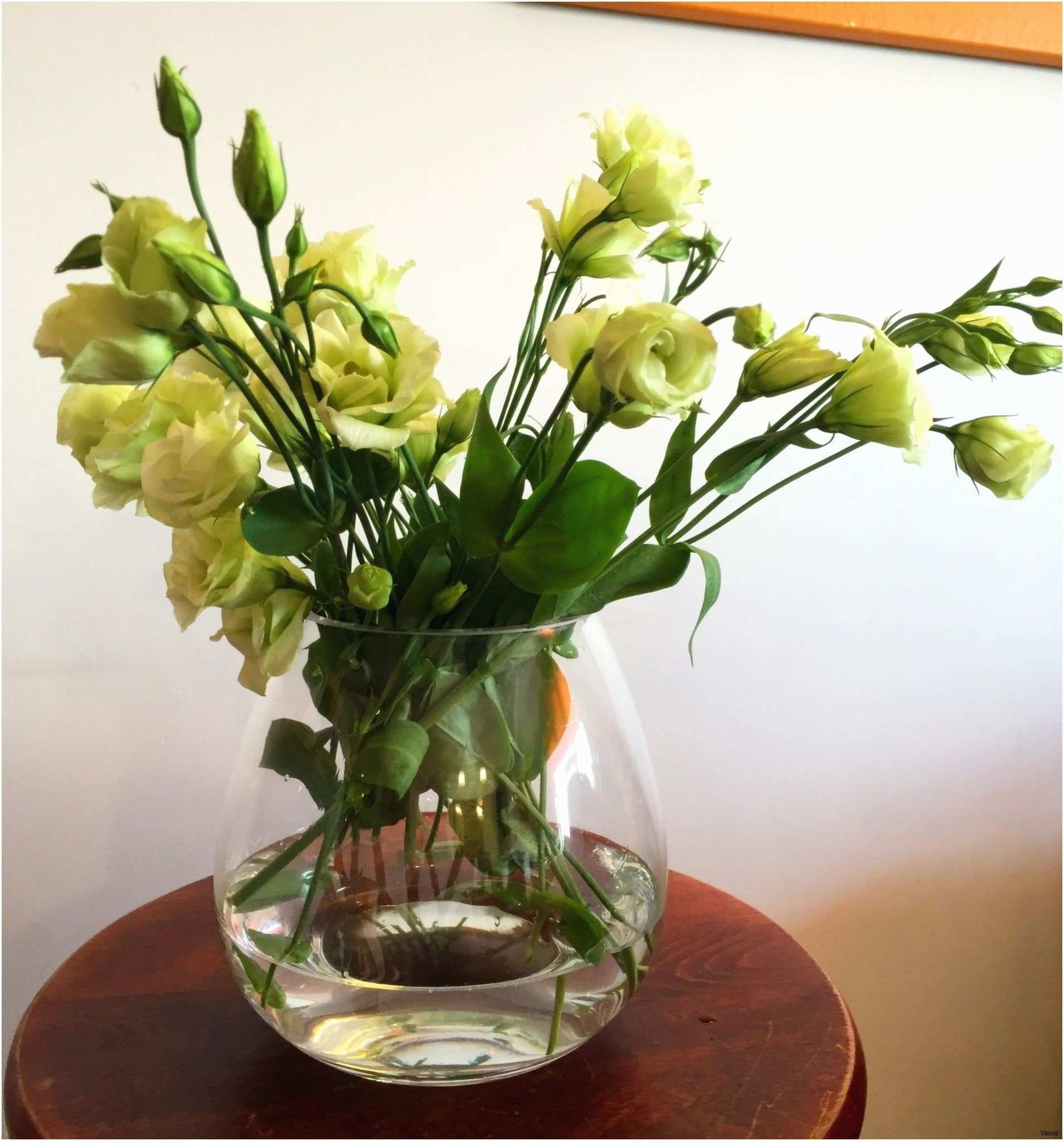 vase with white roses of elegant roses in a vase pictures beginneryogaclassesnear me with regard to cheap flowers fantastic flower vase table 04h vases tablei 0d