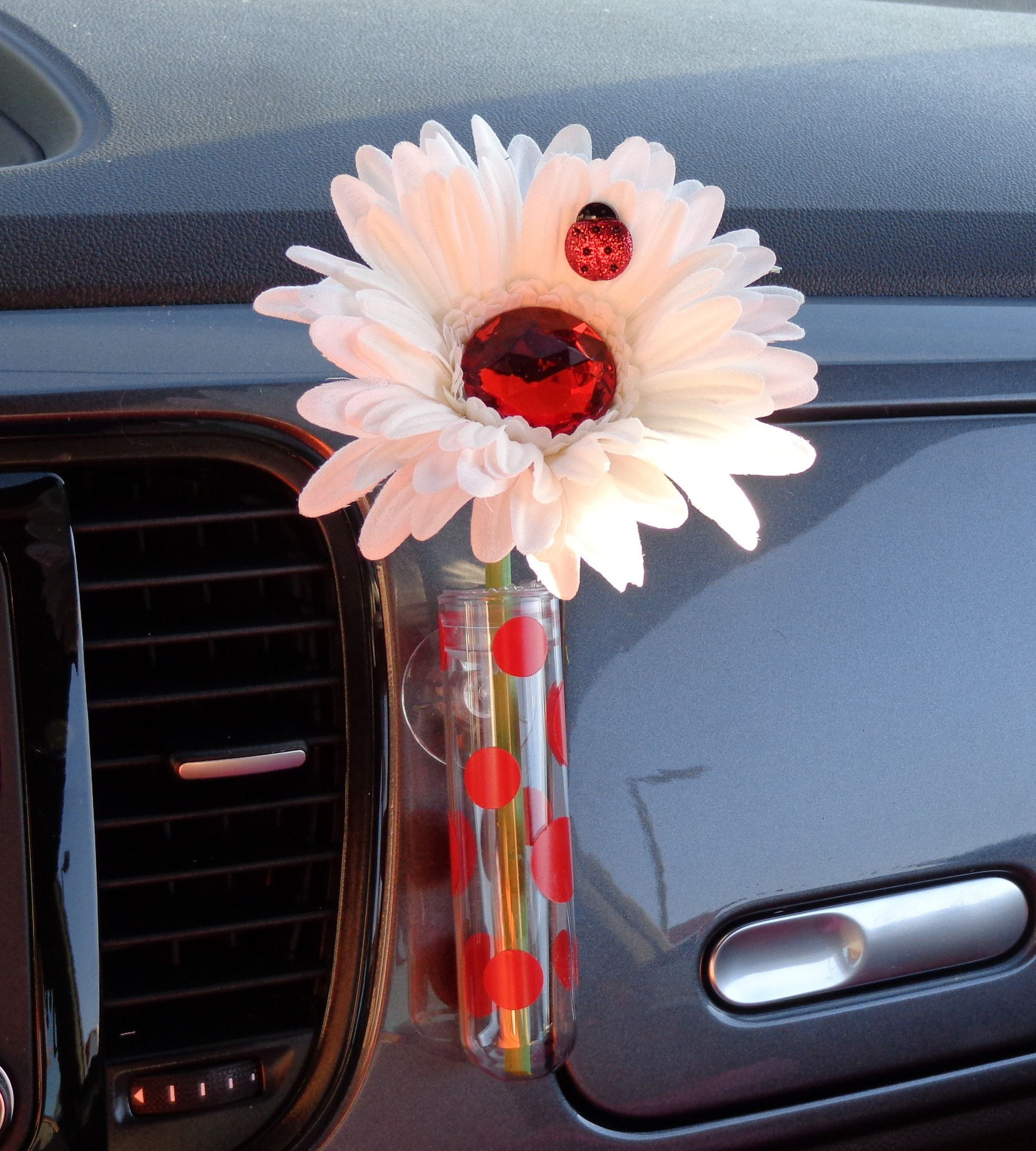 vw bud vase of vw flower vase with red flowers bmb for 450a6b231034759e76df8dfc1cac6670