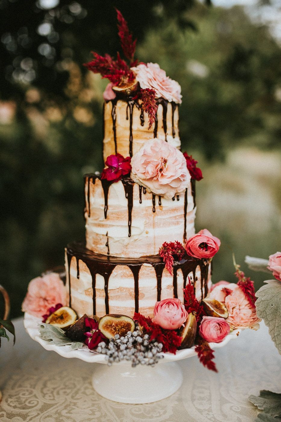 13 Stunning Wedding Cake Vases