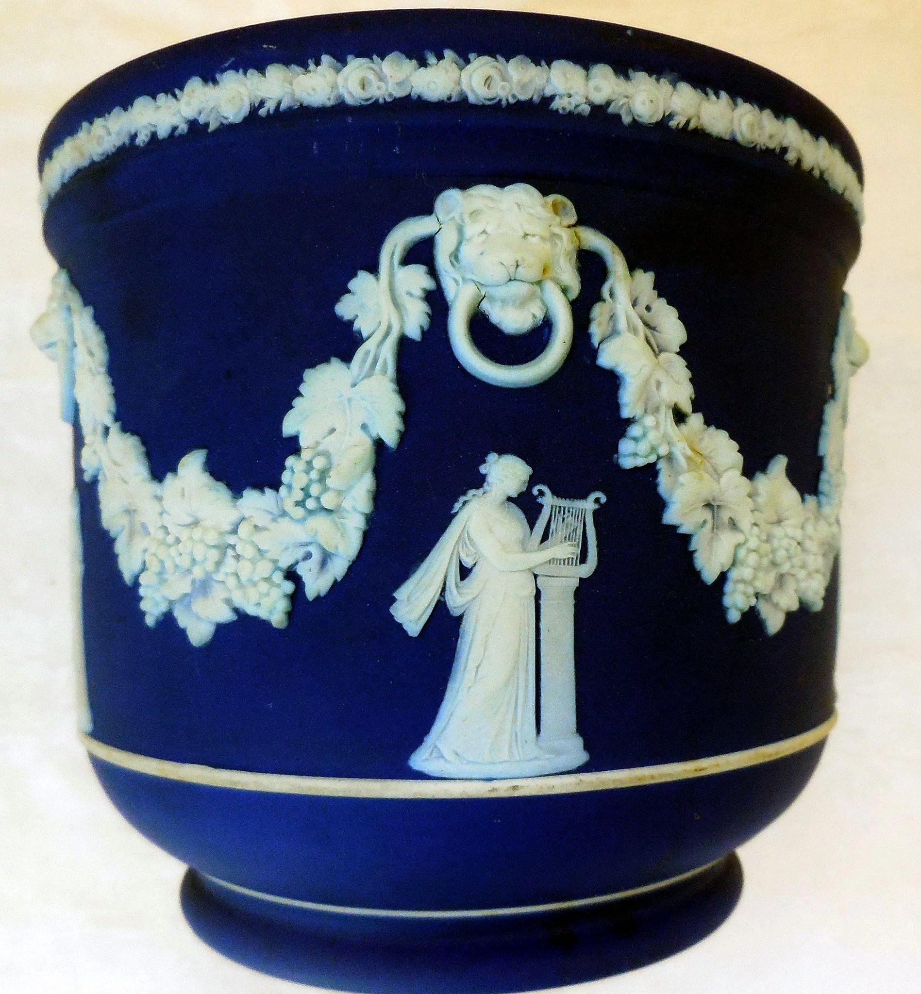 wedgwood green jasperware vase of vintage cobalt blue wedgwood jasperware jardiniere sna treasures for vintage cobalt blue wedgwood jasperware jardiniere click to expand