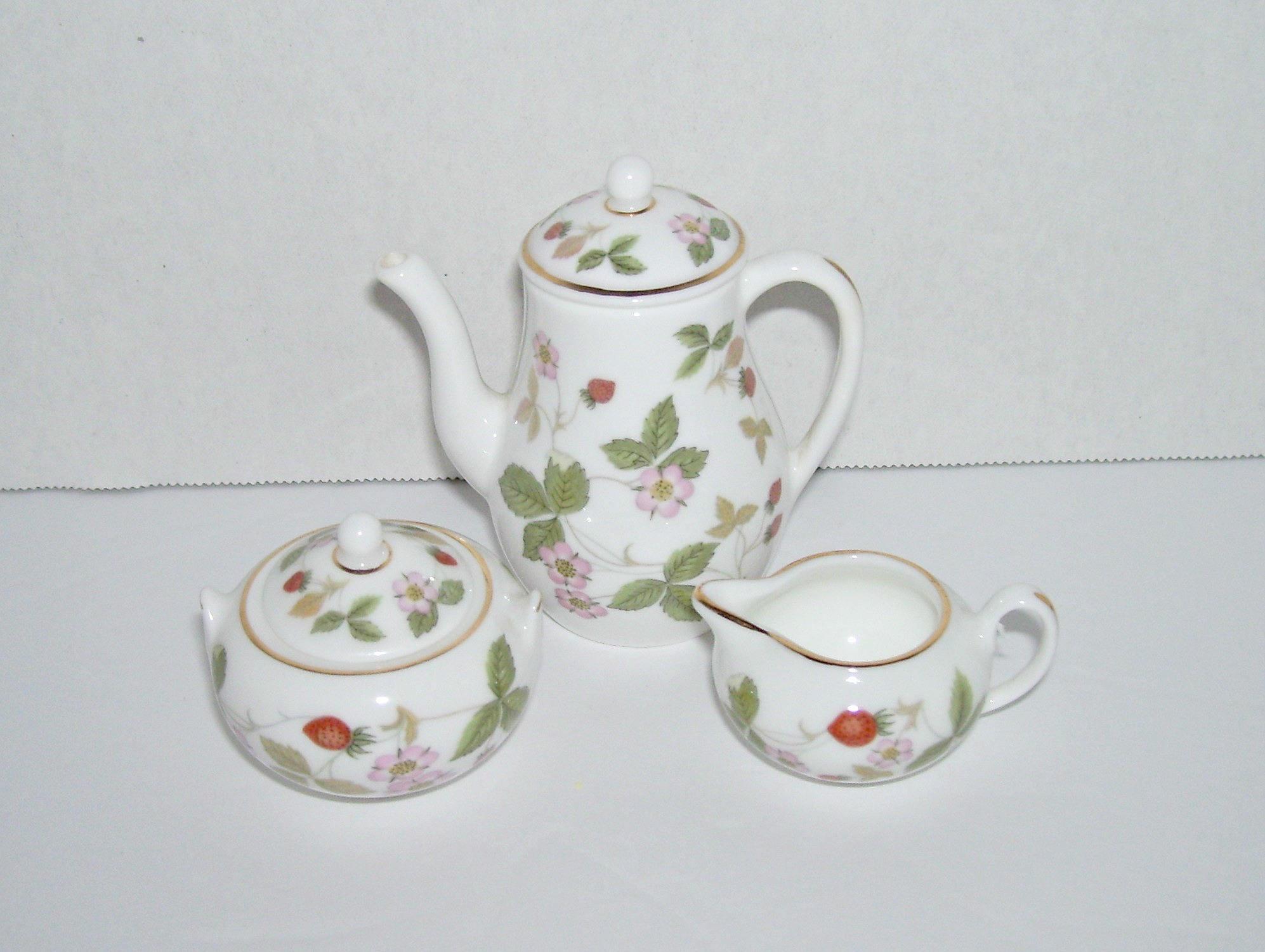 "Wedgwood Wild Strawberry Bud Vase Of Vintage Wedgwood Wild Strawberry Miniature Coffee Pot Sugar Etsy for DŸ""Žzoom"