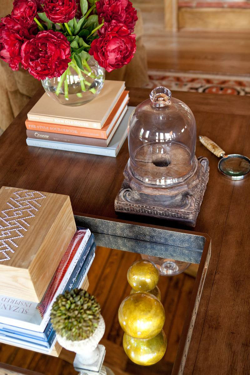 what is a rose bowl vase of 15 pretty ways to style a coffee table inside elegant coffee table jennifer reynolds 5897c85d3df78caebc3a3ce3