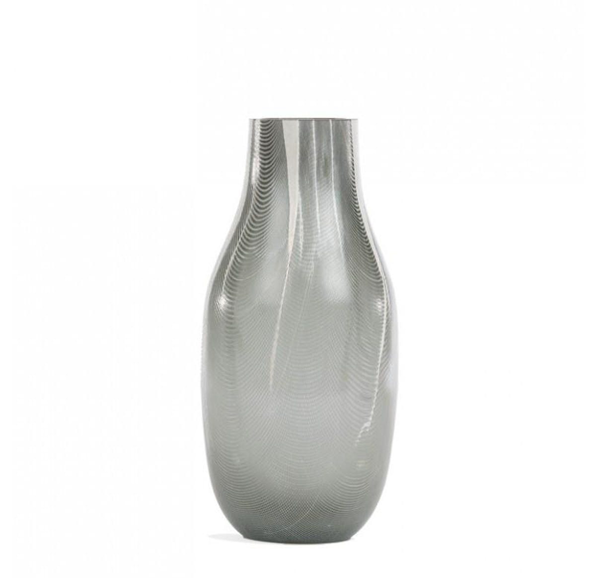26 Ideal White and Gold Ceramic Vase