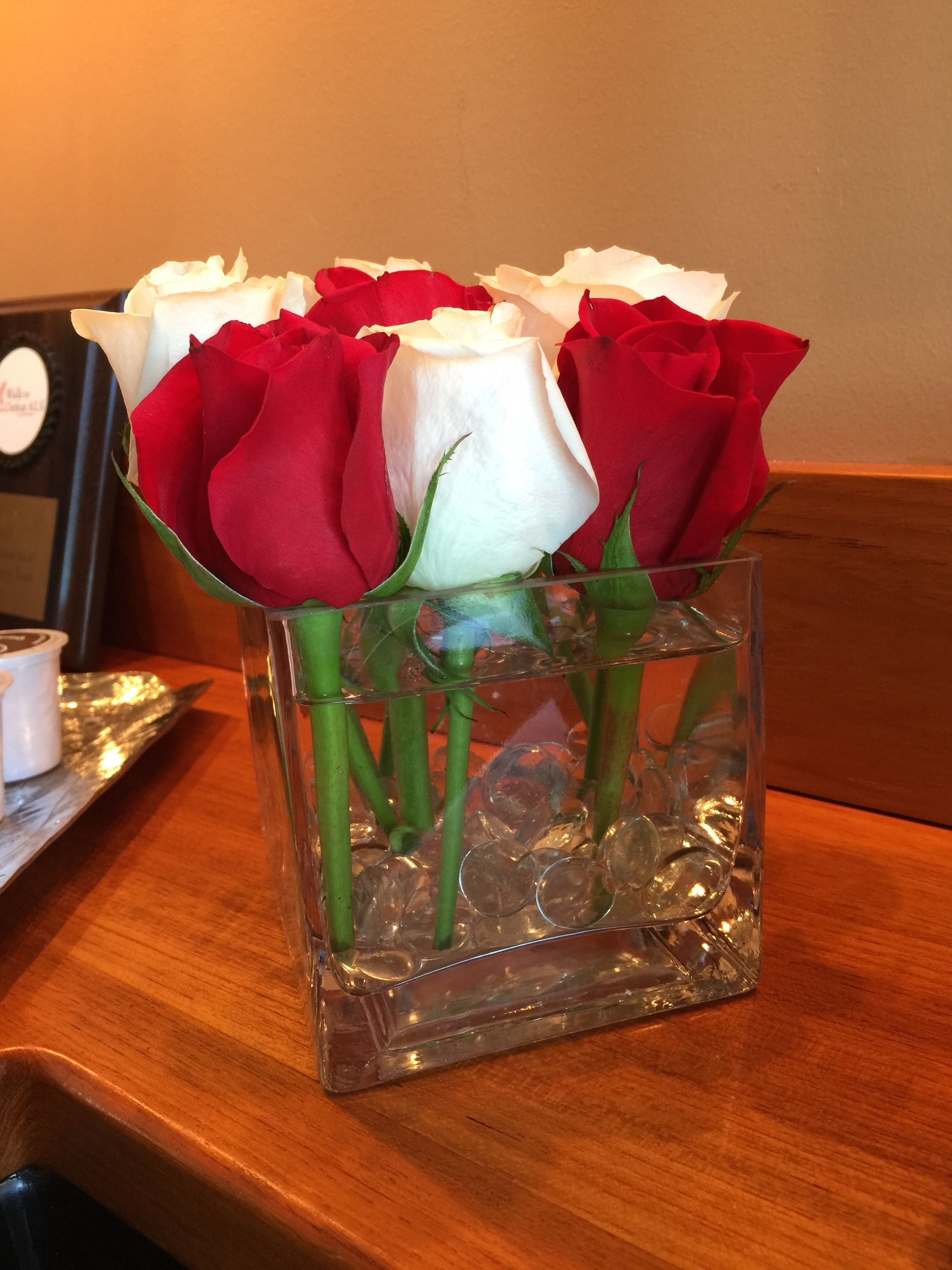 white roses in glass vase of re and white roses in a 4x4 square vase with clear glass beads pertaining to re and white roses in a 4x4 square vase with clear glass beads from an evening of hope to benefit the als assoc dc md va chapter