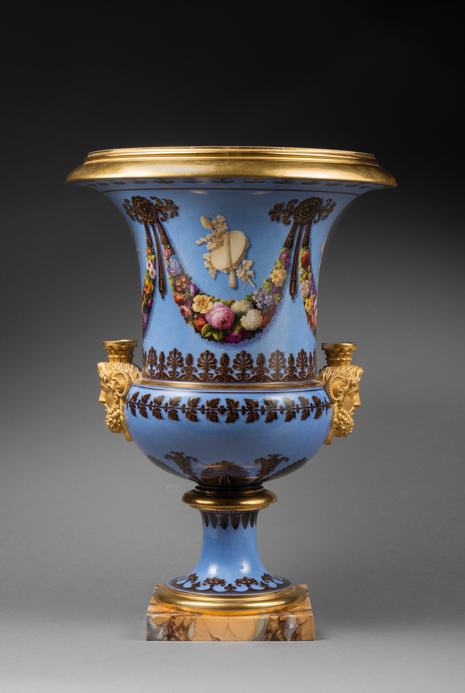 white urn vase of sa¨vres a pair of restauration sa¨vres medici vases paris date intended for a pair of restauration sa¨vres medici vases