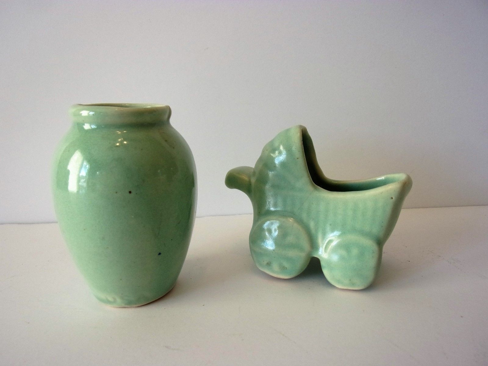 williamsburg pottery vase of 1940s shawnee pottery miniature with 2y 2