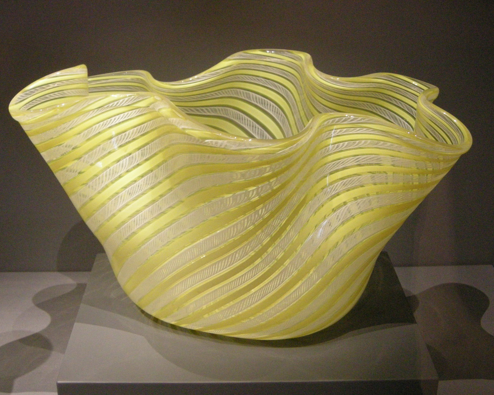 yellow vases and bowls of filevenini co murano fulvio bianconi contenitore 1949 jpg in filevenini co murano fulvio bianconi contenitore 1949